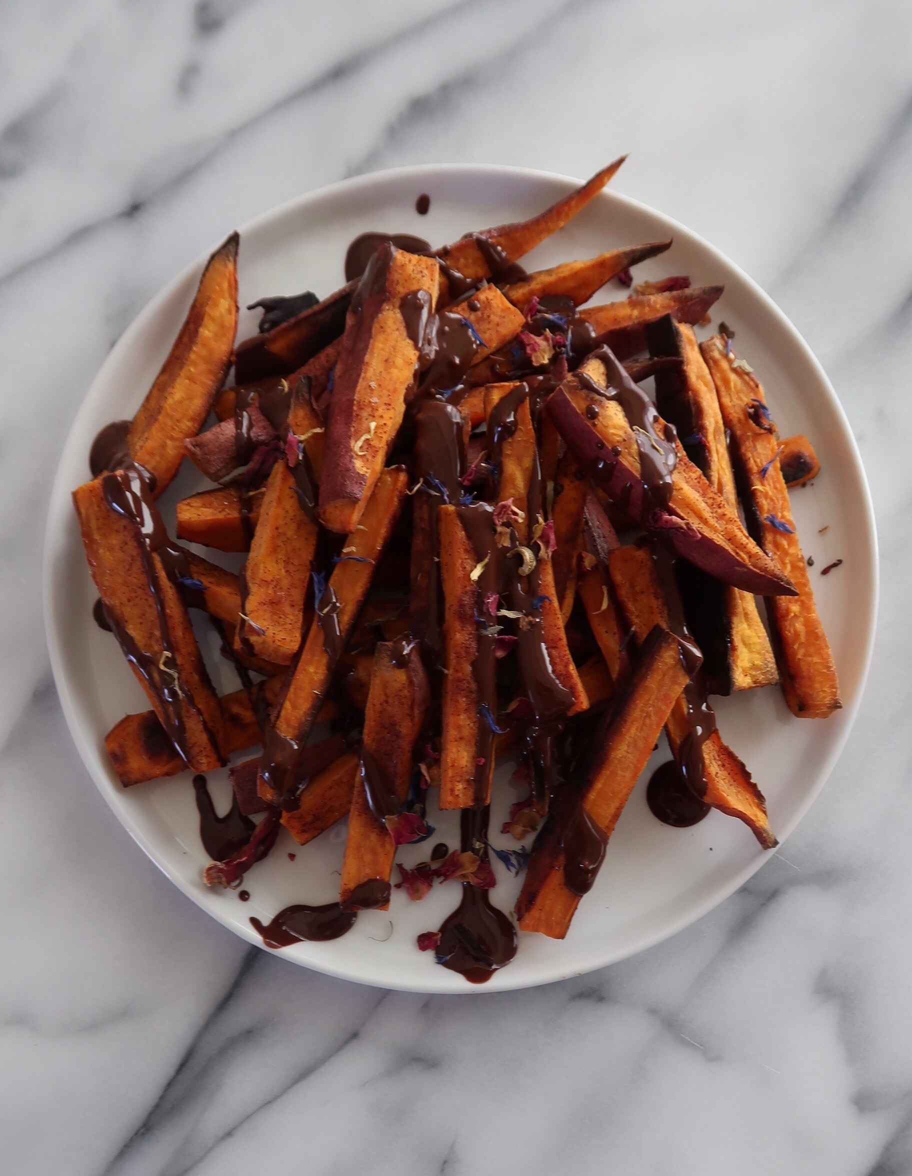 CINNAMON SWEET POTATO FRIES WITH PALEO CHOCOLATE SAUCE - INGREDIENTS3 medium (orange) sweet potatoes (though Japanese sweet potatoes work well also)2 tb avocado oil2 tsp cinnamon2 tsp coconut sugar1 Hu Kitchen chocolate bar of choice (I used the Almond Butter Puffed Quinoa bar)