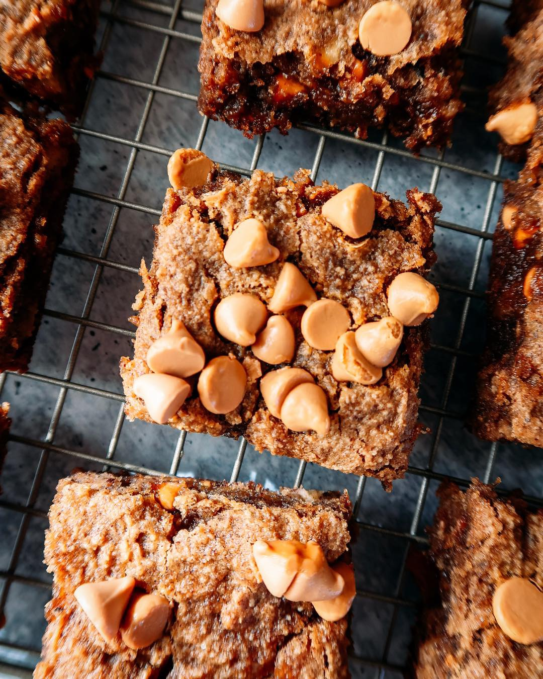 BUTTERSCOTCH BANANA BLONDIE - INGREDIENTS2 very ripe large bananas1/2 cup creamy almond butter1 tb vanilla extract3/4 cup almond flour1/4 cup coconut flour3/4 cup butterscotch chips1 tsp cinnamon1 tsp baking sodapinch sea salt