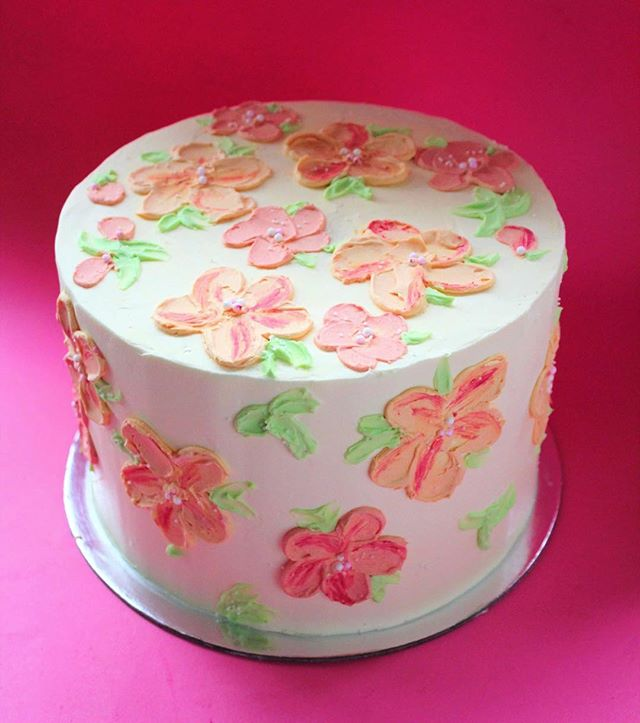 Peachy buttercream flowers 🍑 💐