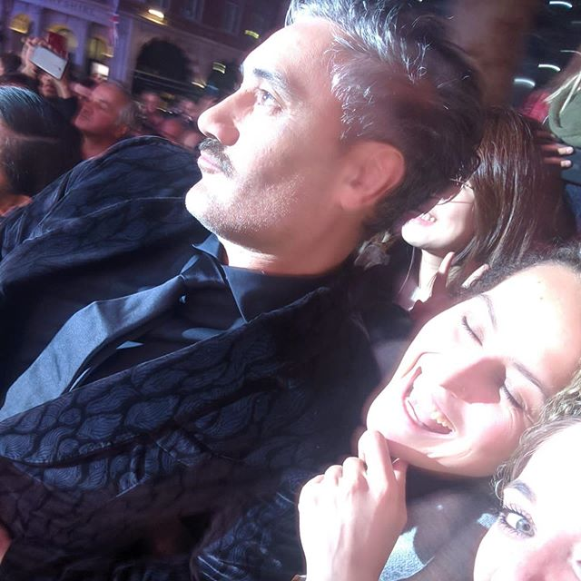 Getting selfies with the kiwi legend himself @taikawaititi at the premiere of @jojorabbitmovie  eye cameo brought to you by @pop.culture.vulture 😂😜 #londonfilmfestival #bfi #premiere #jojorabbit #filmfest #lff