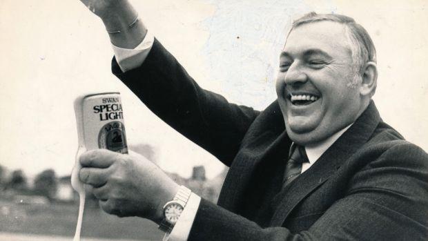 Alan Bond enjoying a can of Swan in 1984. Photo:  Sydney Morning Herald
