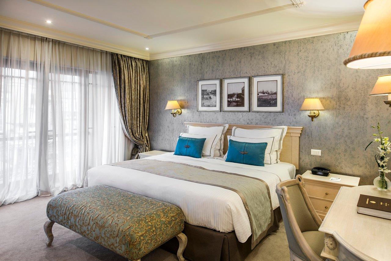 luxury-suite-bedroom.jpg