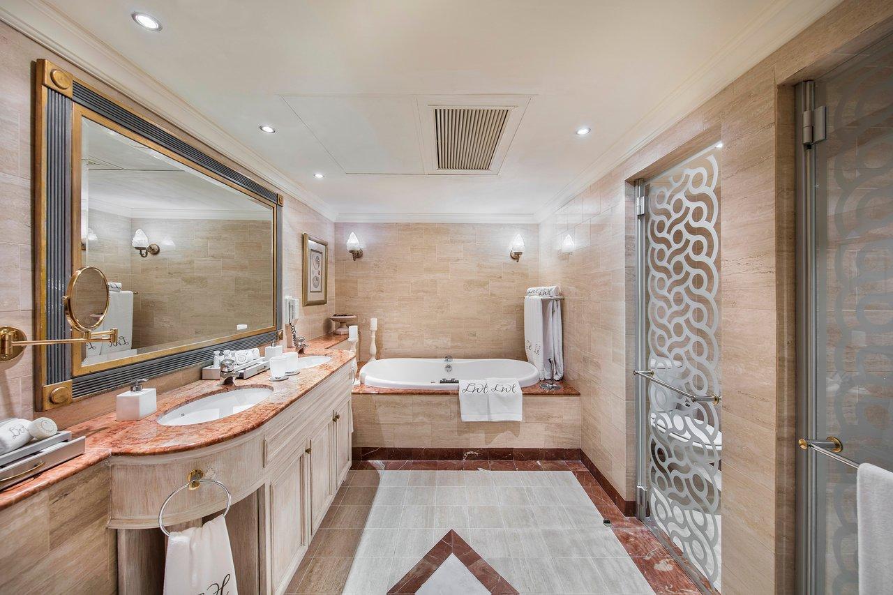 luxury-suite-en-suite.jpg