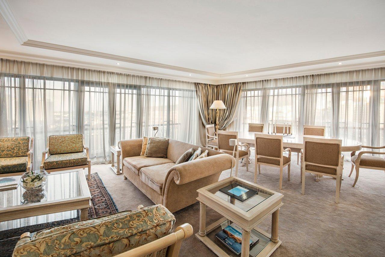 luxury-suite-living-room.jpg