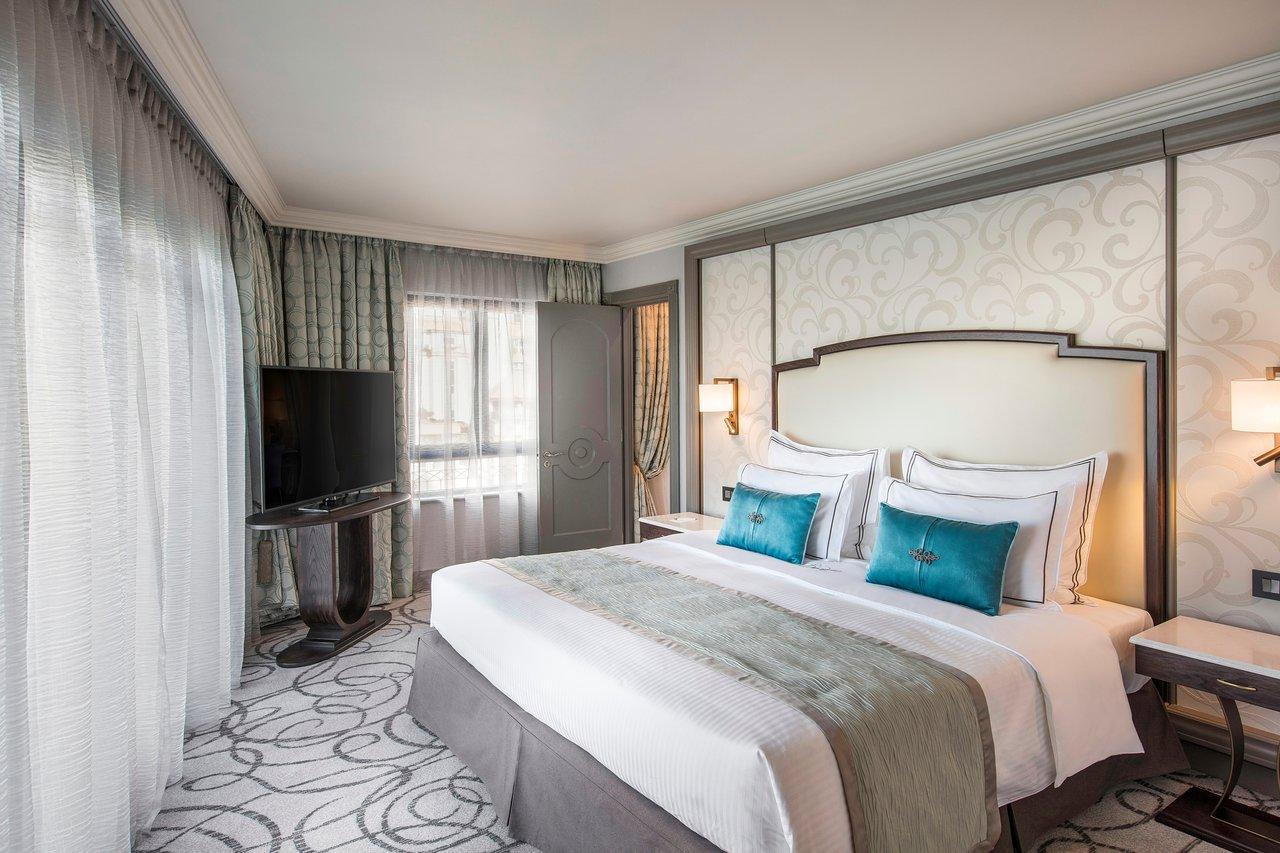 prestige-suite-bedroom.jpg