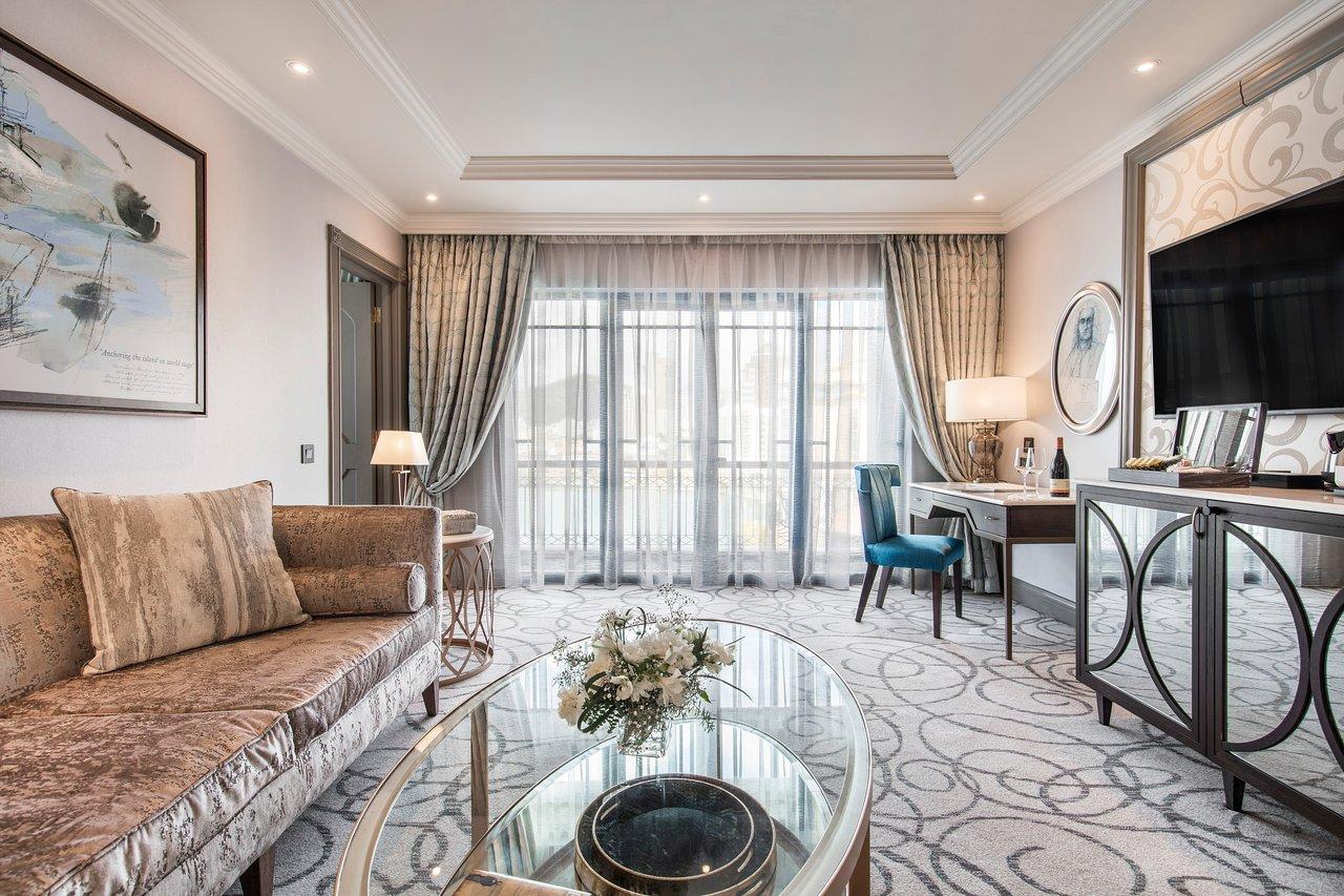 prestige-suite-living.jpg