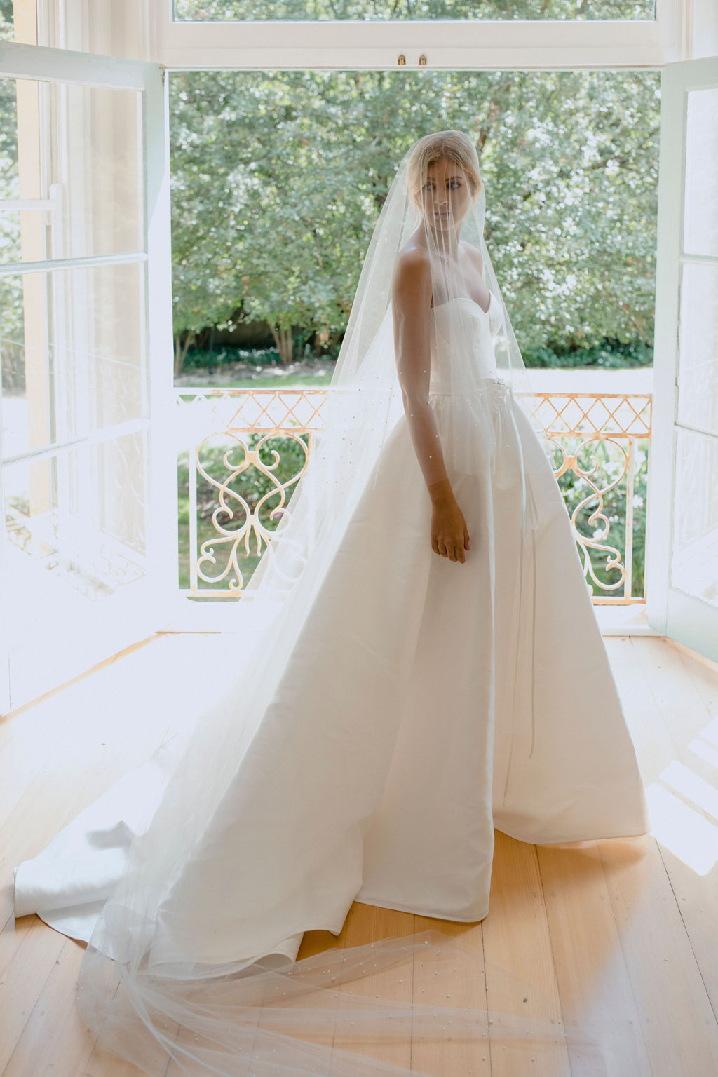 NADIA | LONG PEARL BRIDAL VEIL by TANIA MARAS