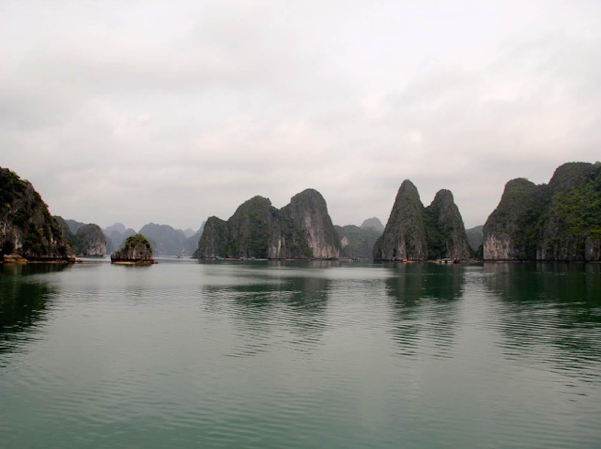 Vietnam Biae d'Halong.jpg
