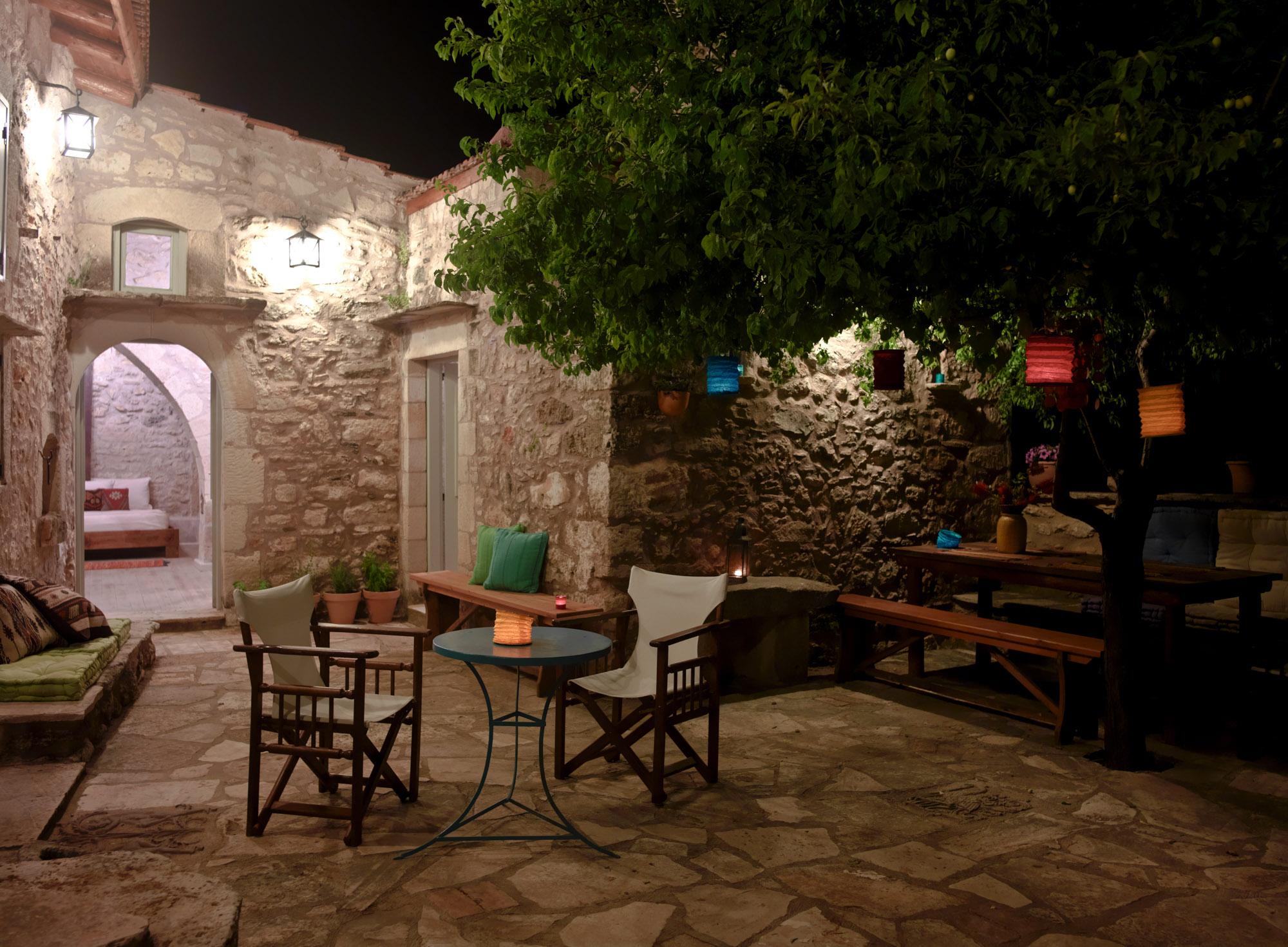 Critamo_Courtyard_ergo_2374-2.jpg