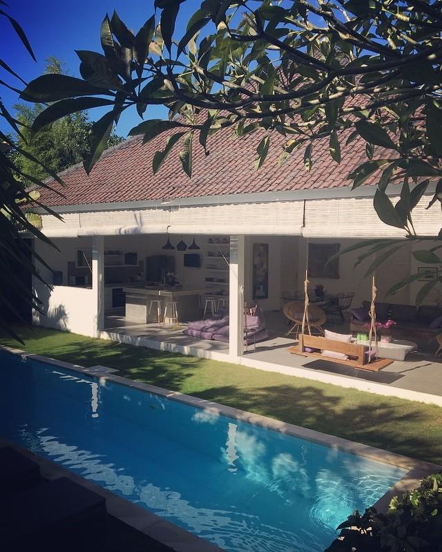 Villa Hel-lo....en tout les cas on n'a pas envie de dire goodbye!!! 😂 Paradis à Bali.  #baliindonesia #balivibes #balilife #family #travelgram #decoaddict #justchill #bohemechic #enfamille #valisesenfamille #luckygirl