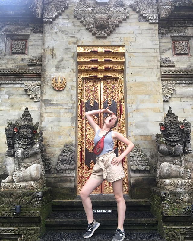 Quand ma fille «fait comme les instagrameuses!»🤣❤️ #bali #balilife #travelphotography #ubud #family #enfamille #voyager #travel #asie #belgianblogger #rire #goodtimes