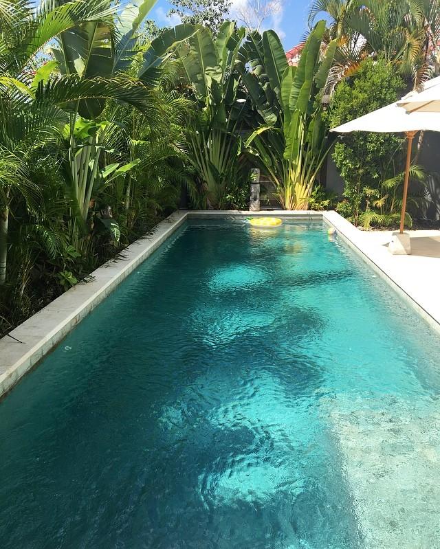 Bali et ses superbes maisons à louer. Deux nuits @villaplumeria à 5 minutes a pieds de la belle plage de Bingin Beach. Refuge contemporain hyper confortable. #bali #balilife #goodtimes #familytimes #travelgram #maisonsdumonde #family #beach #indonesie #asie #villaplumeria
