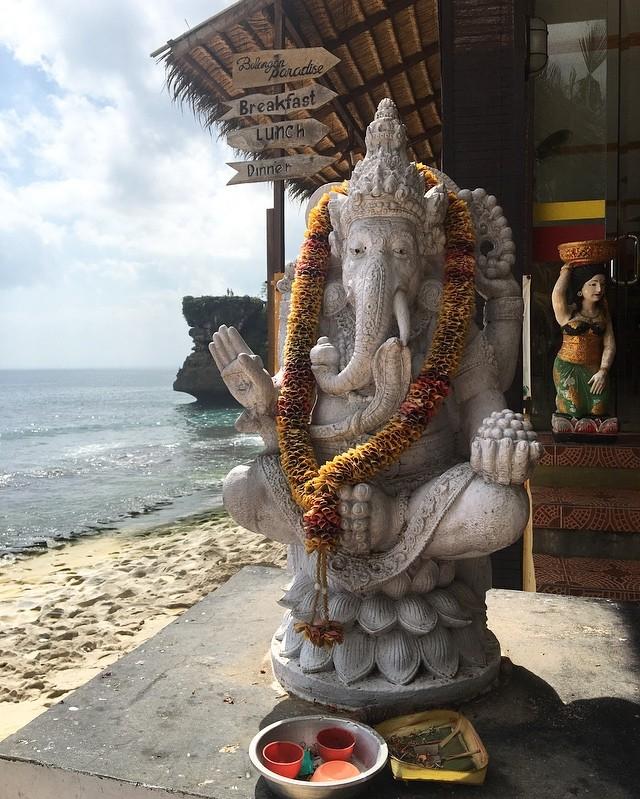 Ganesh qui protège les foyers❤️🙏Bali #bali #asie #hindouisme #protection #ganesh #elephant #spiritualité #holy #travel #travelgram #instatravel #enfamille #withmygirls #valisesenfamille #belgianblogger
