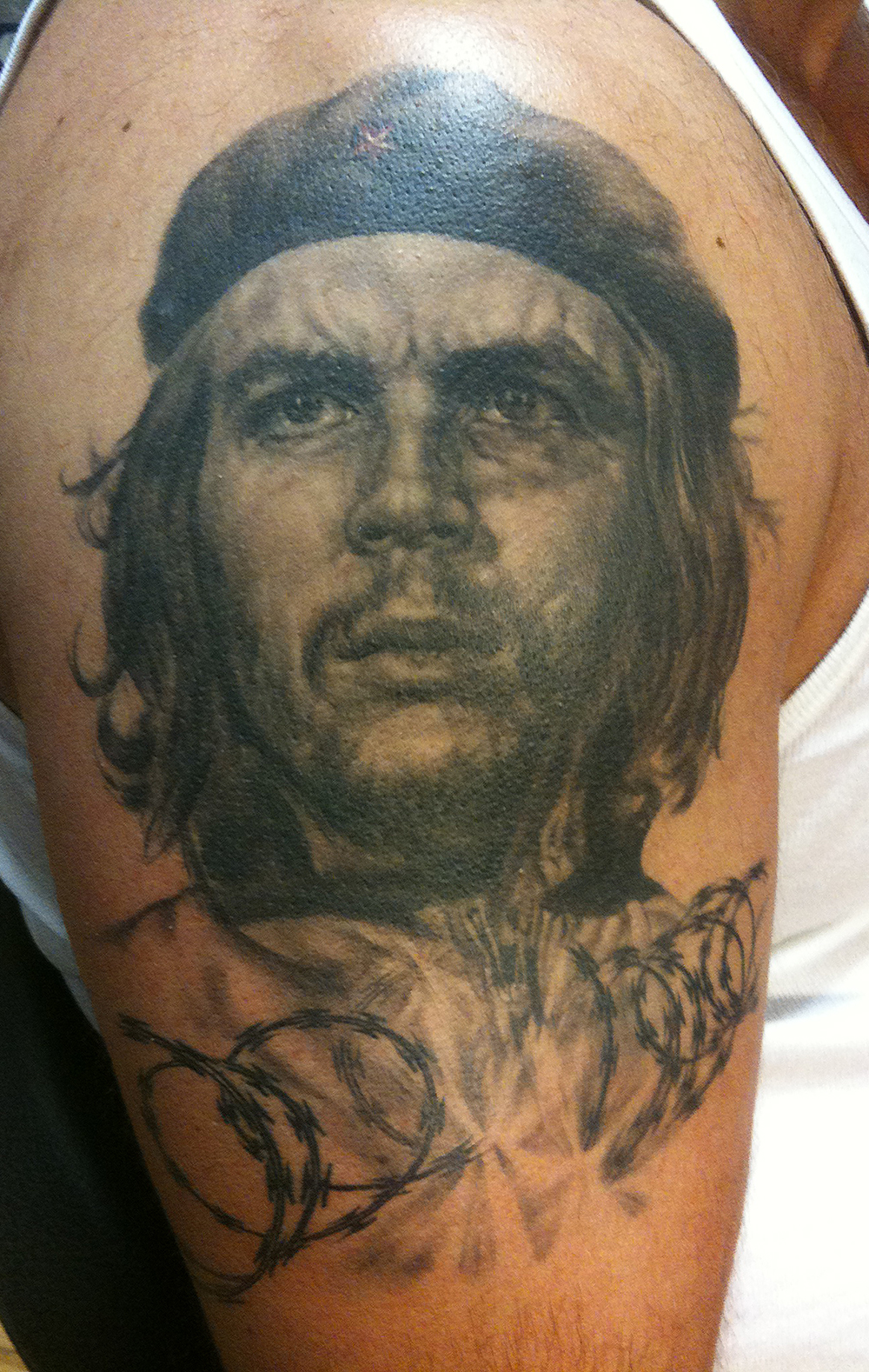 Black and Grey Che Guevara Portrait Tattoo with Breaking Razor Wire, (healed photo)