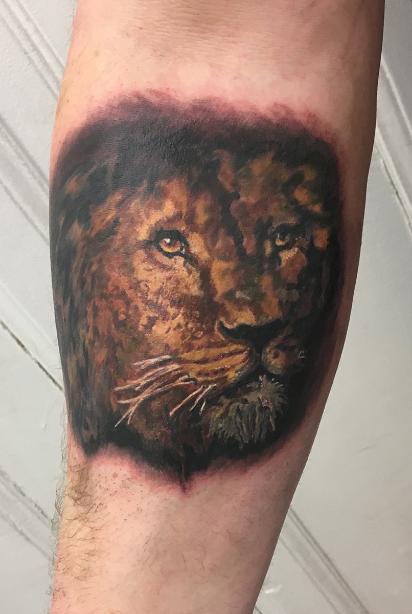 realistic color lion tattoo truevagabondtattoo berlin.jpg