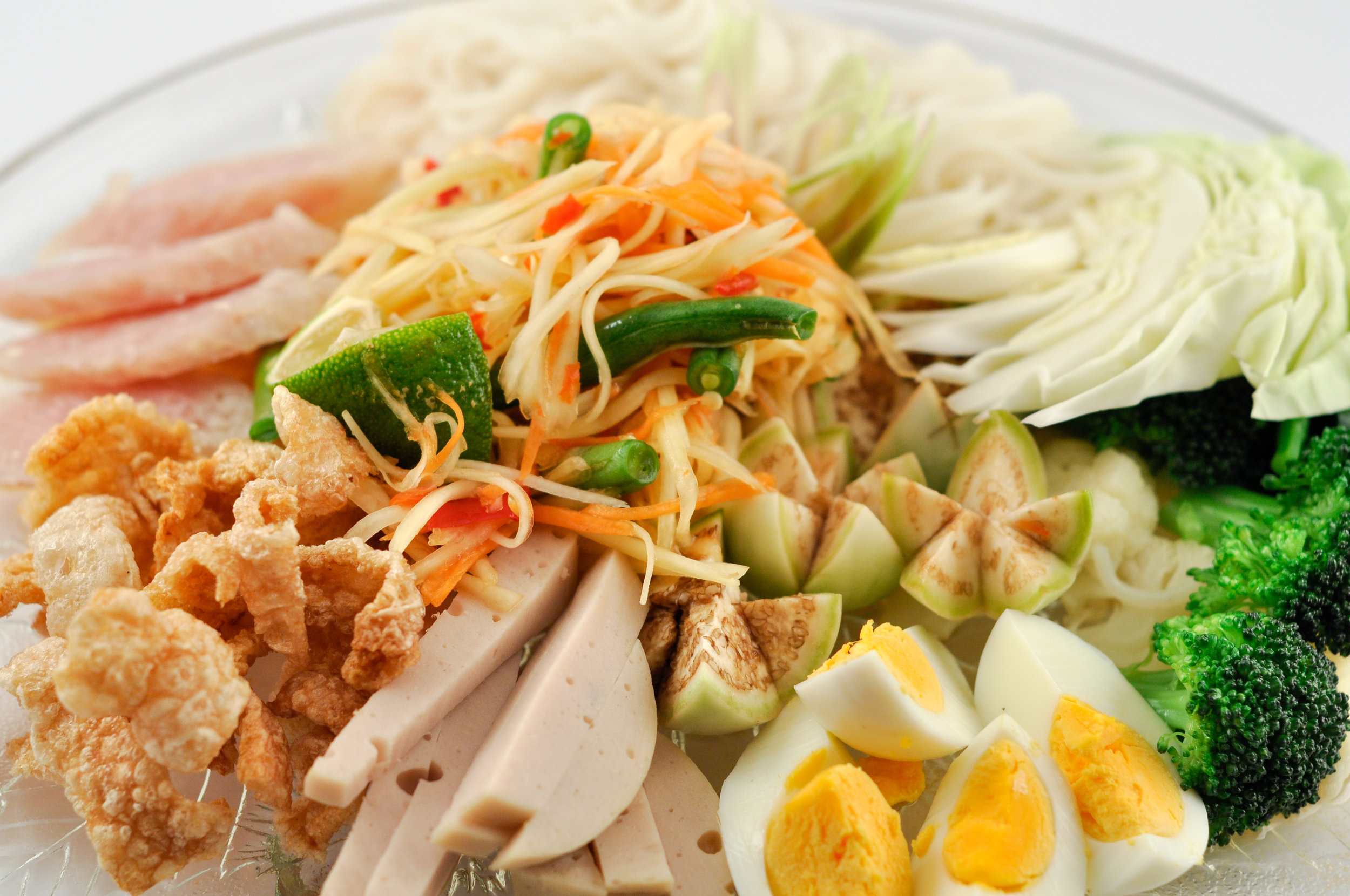 Tum Tardt - Papaya Salad with Condiments
