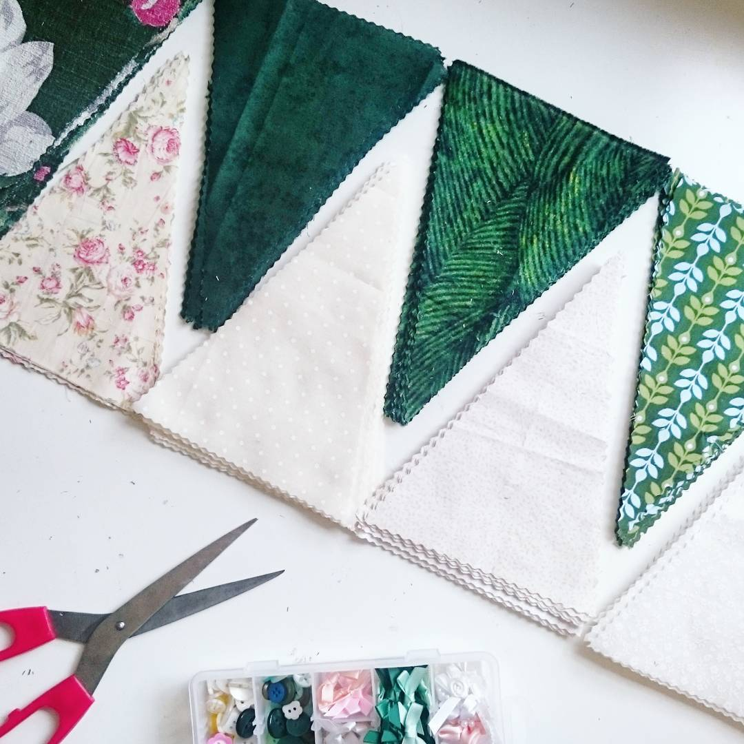 How to make green wedding bunting party