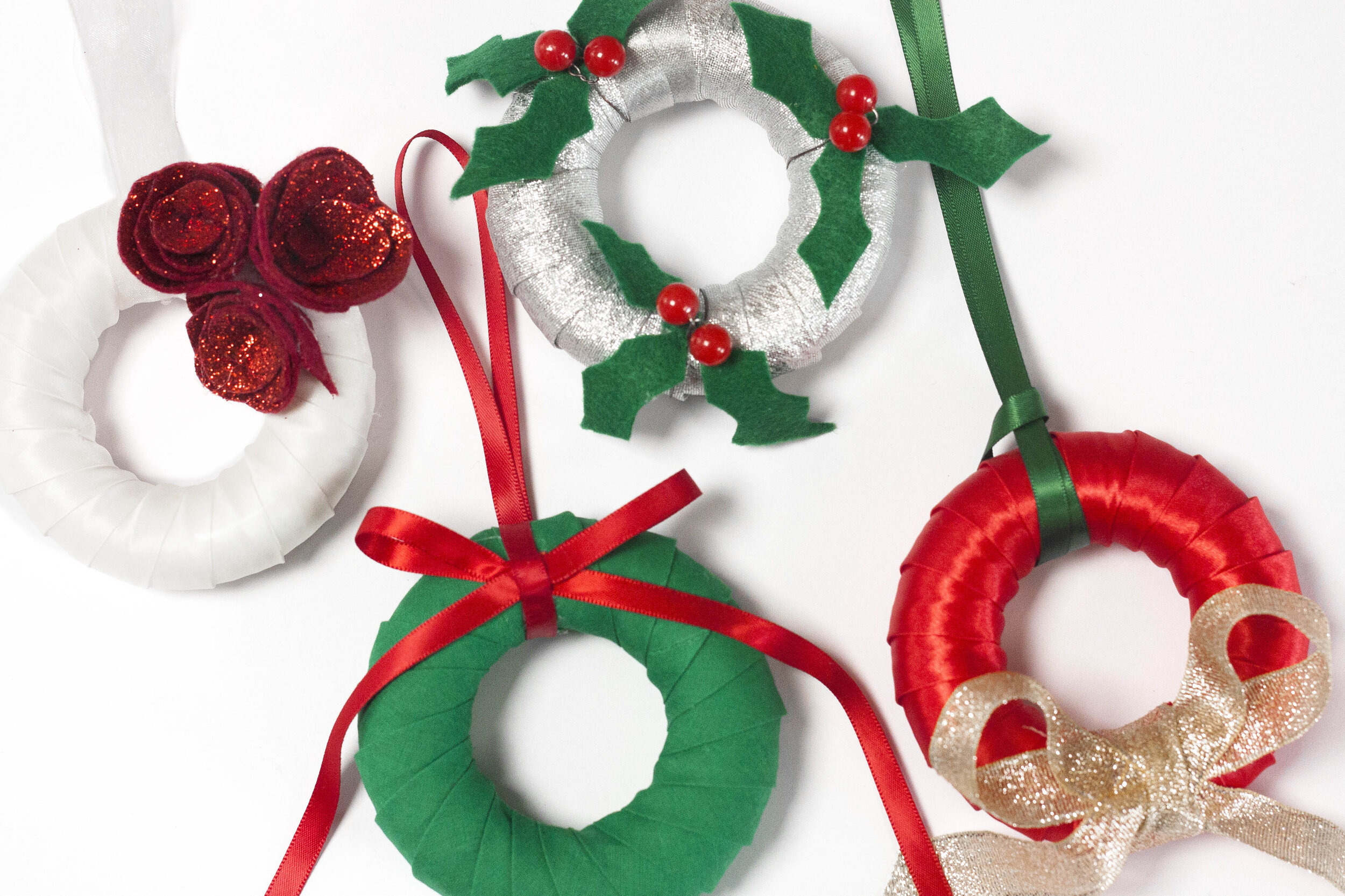 The Crafty Hen How to Make Mini Wreaths.jpg