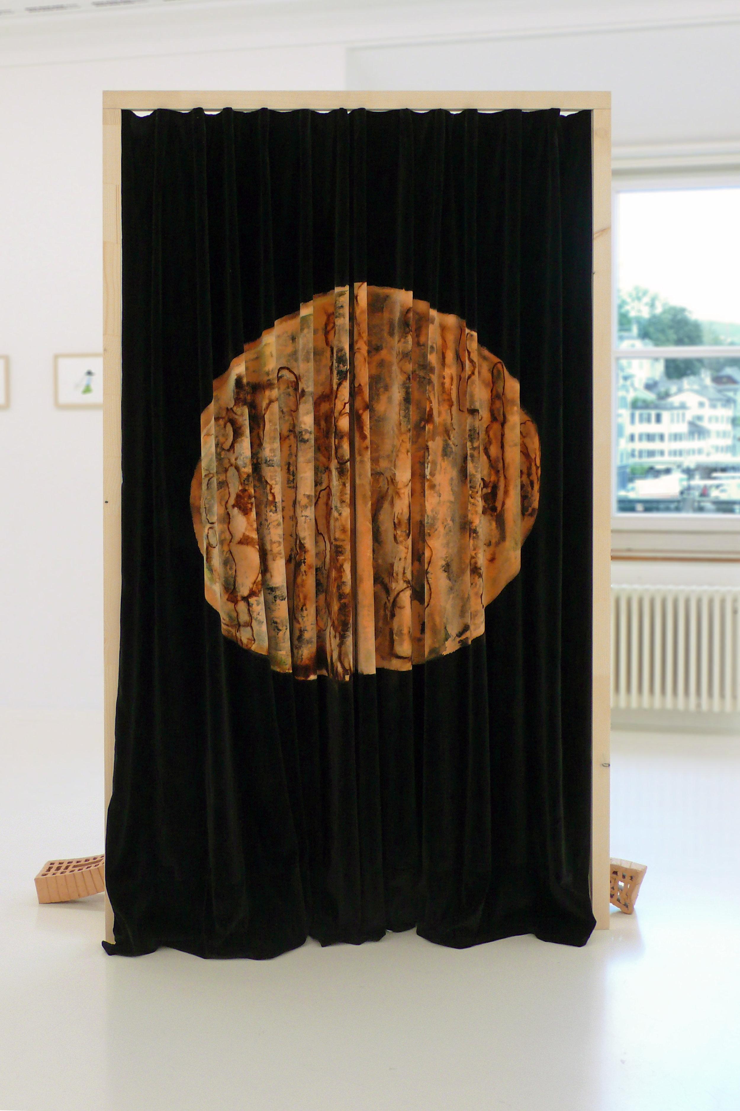 Your Future is My Past, 2010 Holz, Samt, Ton gebrannt 220x 130 x 100 cm Ankauf durch Stadt Zürich
