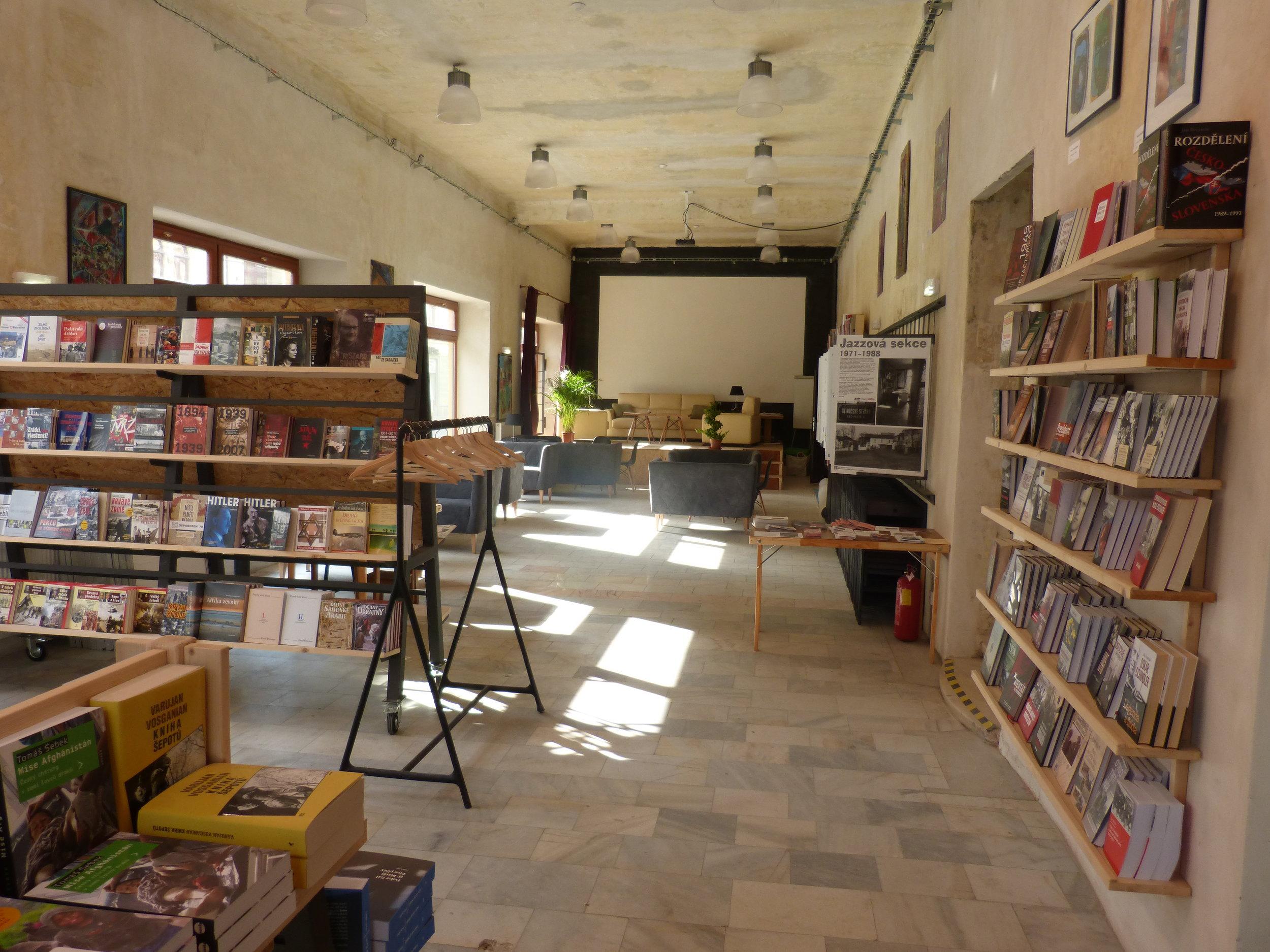 Knihkupectví a Centrum PANT
