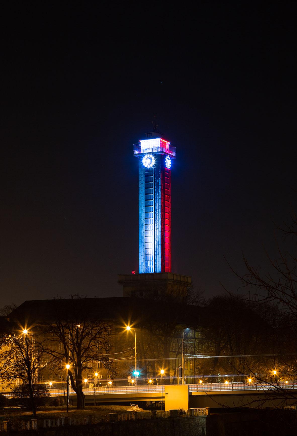 Ostrava_Radniční věž v polských barvách 1.jpg