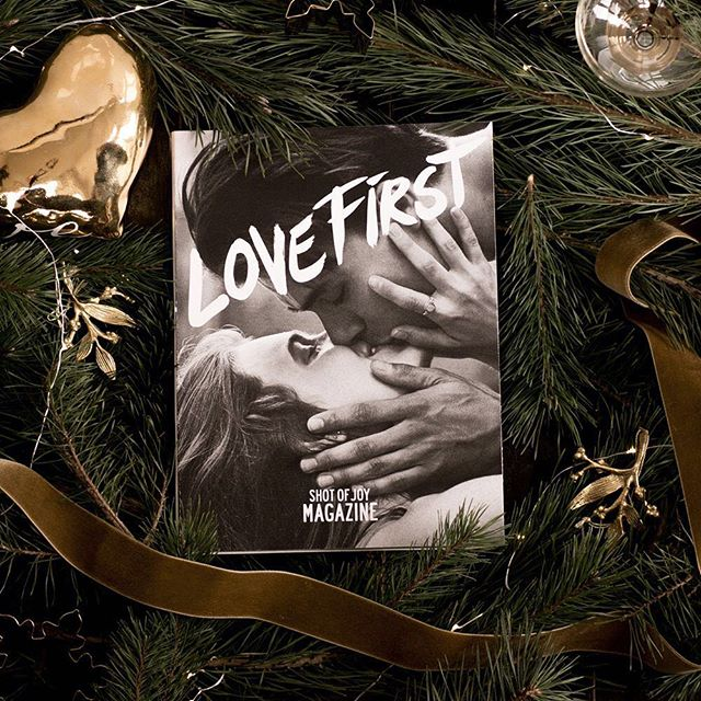Guess what?! ✨ Lovebirds Lois & Tom made it to the cover of Shot of Joy Magazine, the Love First issue. Isn't that a sweet Christmas present? 🎄