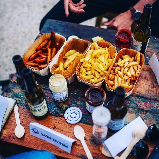 Pour une très très bonne frite, il faut de très très bonnes sauces !!! La semaine dernière, nous faisions partie du jury pour la sélection de la Très Très Bonne Frite et notre ketchup, notre bbq & notre mayonnaise étaient forcément de la partie!  Un grand merci @ttbontv.  Retrouvez le grand gagnant de ce concours le 1er septembre 2019 sur Paris Première 🍟🍟. .  #latrestresbonnefrite #frites #sauce #ketchup #bbq #mayonnaise #selection #enjoy #bio #naturel #naturelovers #madeinfrance #local #byoscar #trestresbon #frenchfries