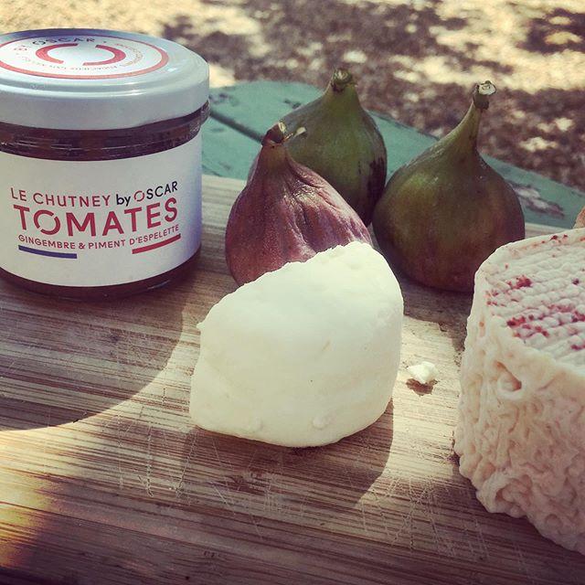 PIMENTEZ VOS SOIRÉES  d'ETE ! Osez les associations simples mais si gourmandes en accompagnant vos fromages avec nos différents chutneys !  Chèvre frais et chutney de tomates, gingembre & piment d'Espelette 🌶, rien de tel pour rendre vos repas bien plus gourmands 😋  #chutney #sauces #cheese #summer #gourmand #gourmet #bio #local #naturel #naturelovers #terroir #apero #madeinfrance #pimentdespelette #inspiration #byoscar #foodie #organic #goodtimes #gastronomie #foodlover #goodfood