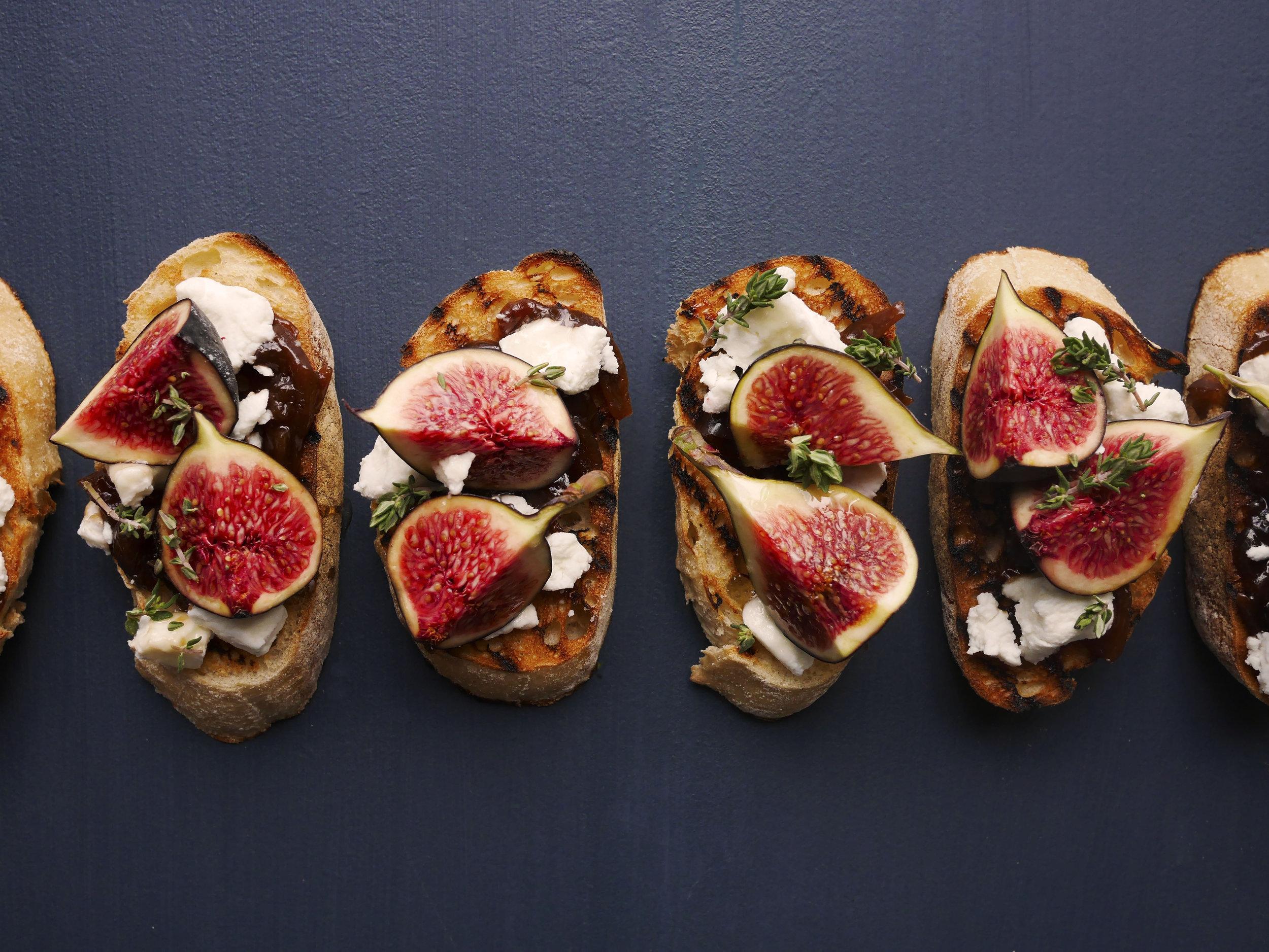 Tartine pour un apéro gourmand - Figues, chèvre frais & Chutney de figues, curry & masala