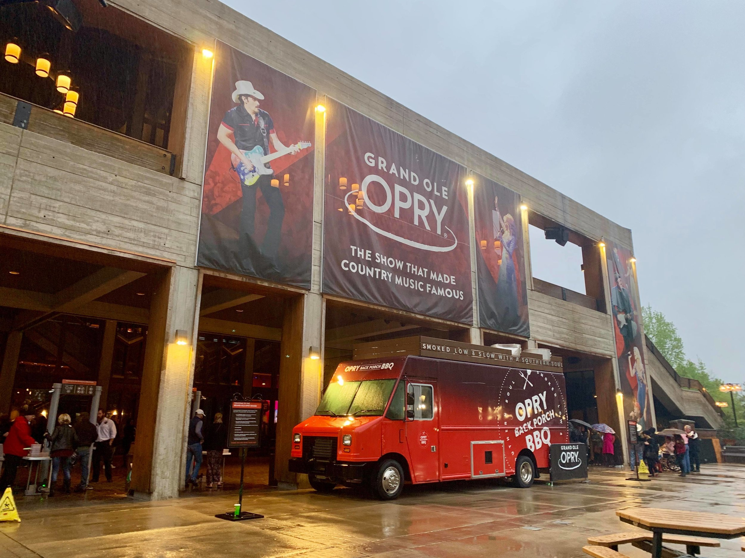 - After about 10 hours of driving, our first stop - a must in this town: the Grand Ole Opry. With its beginnings as a radio show in 1925, today the venue is the world-renowned stage for country music.
