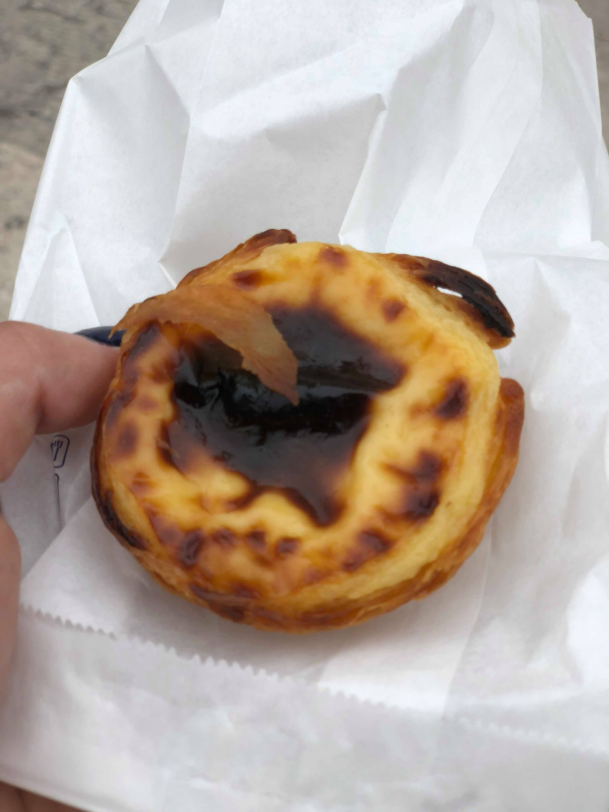 - Sweet, rich, and luxuriously indulgent, the custard center of the Pastéis de Belém was burnt just enough on the top for the flavor of caramelization to come through. The shell is flakier and slightly crunchier than the Pastéis de nata I previously sampled. All elements of the pastry combine to form a nearly perfect sweet treat, and it's not hard to see why Portuguese egg tarts have gained popularity around the world. My favorite, however, might remain those from KFC outlets in China. Don't be offended!