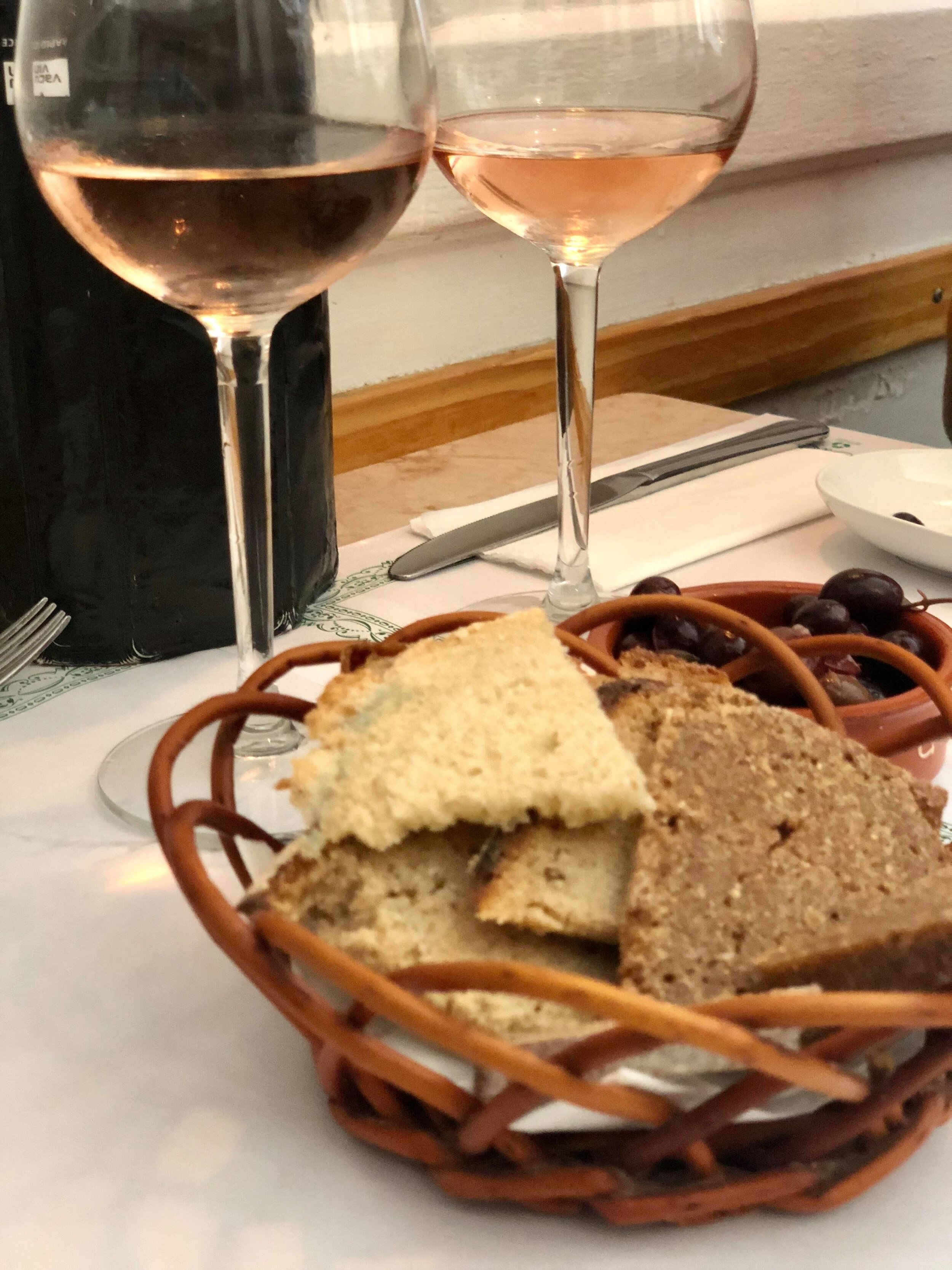 - When in Portugal, start off lunch with a drink, and some freshly baked artisanal bread, olives and olive oil. As common in many European eateries, the house wine, in this case rosé, is also a delight.