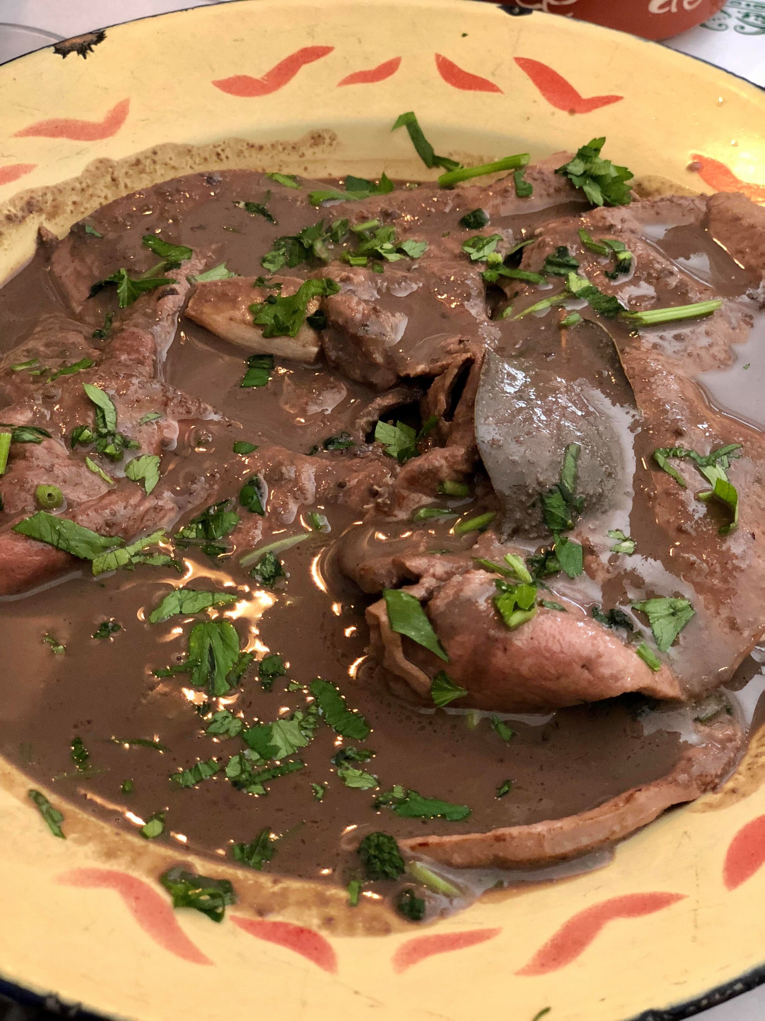 - Perhaps not as commonly consumed in North America, it seems the Portuguese have also garnered an appreciation for liver. Seen here stewed (sauteed then sauced?) liver flavored with garlic slices, bay leaves, and parsley. An fortifying meal, if somewhat distinct in taste (slightly metallic) and texture (chewy) for those not accustomed to eating liver. As liver was also something I myself grew up eating, however, I enjoyed the dish.
