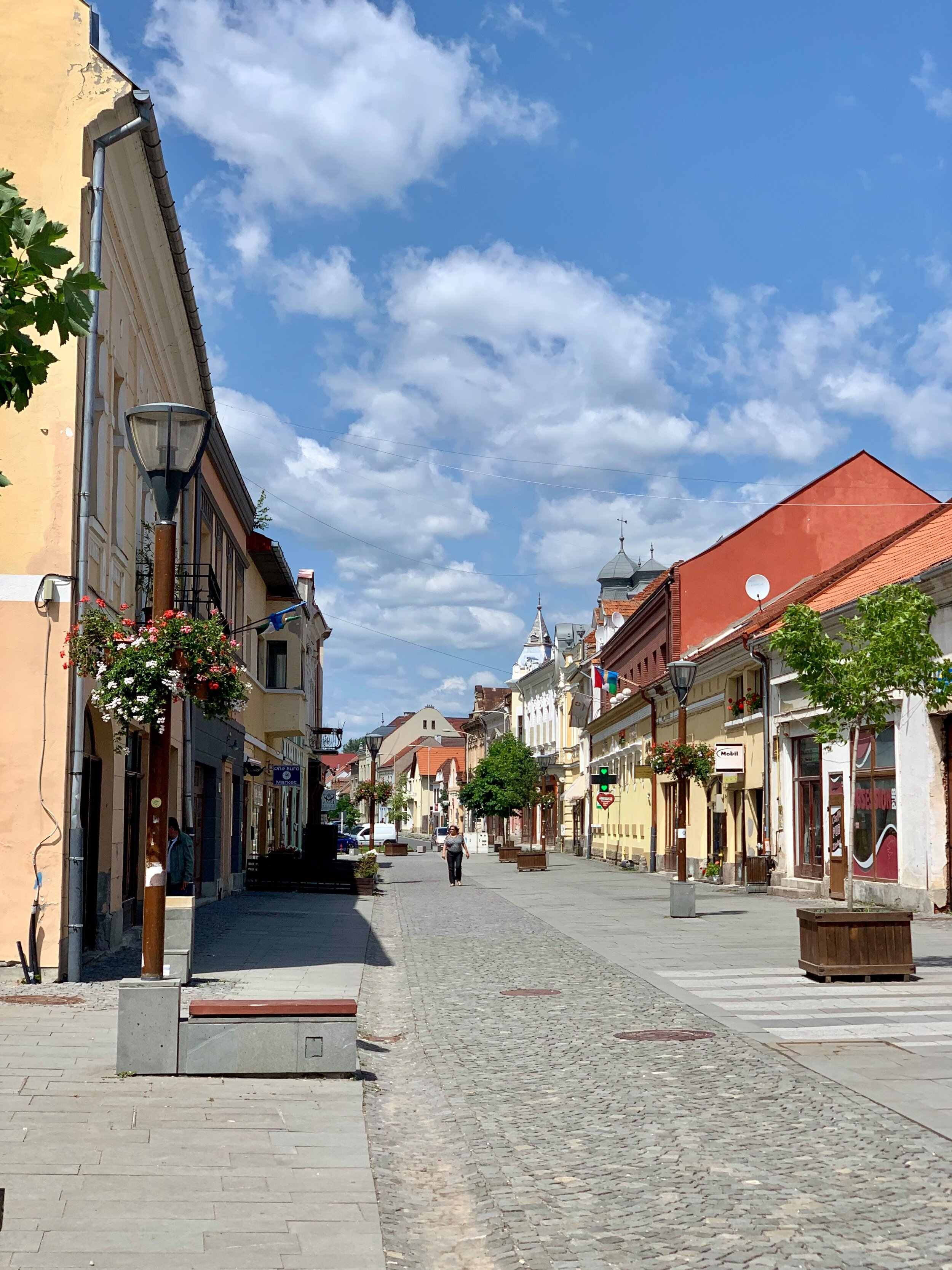 - …to it's main thoroughfares in the center of town…