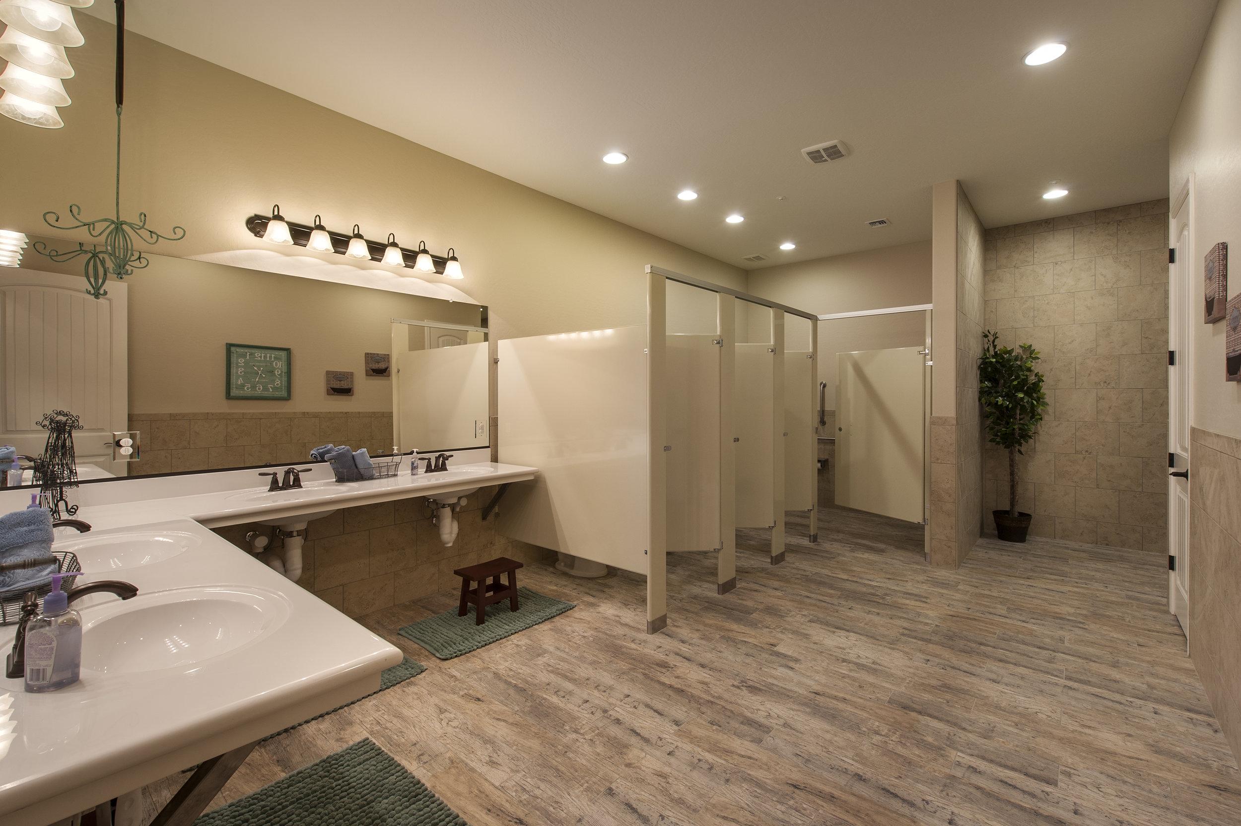 37-2569 Bathroom 1.jpg