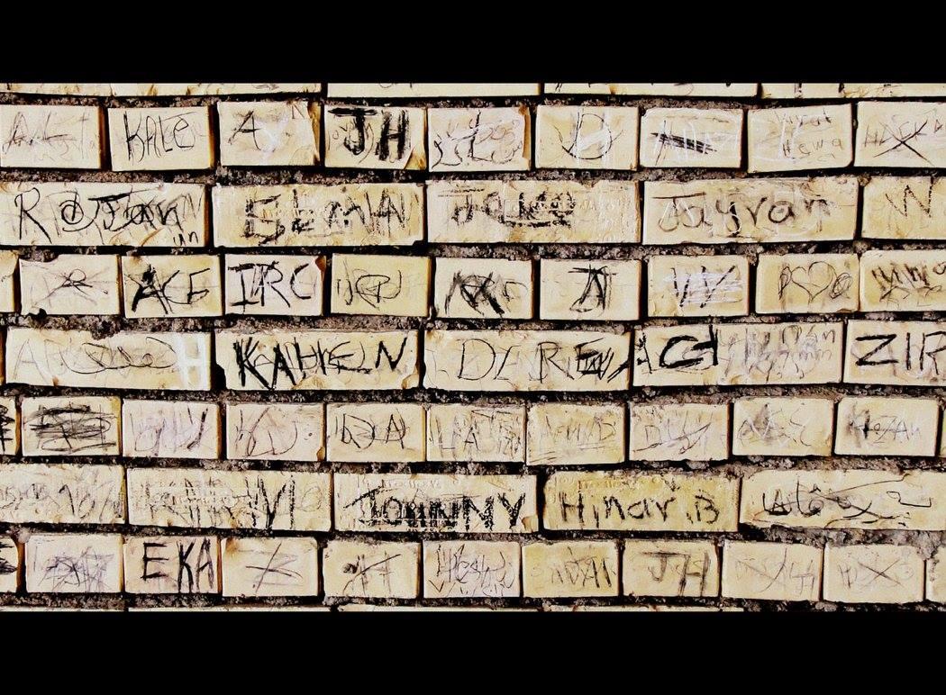 Wall names sadam palace.jpg