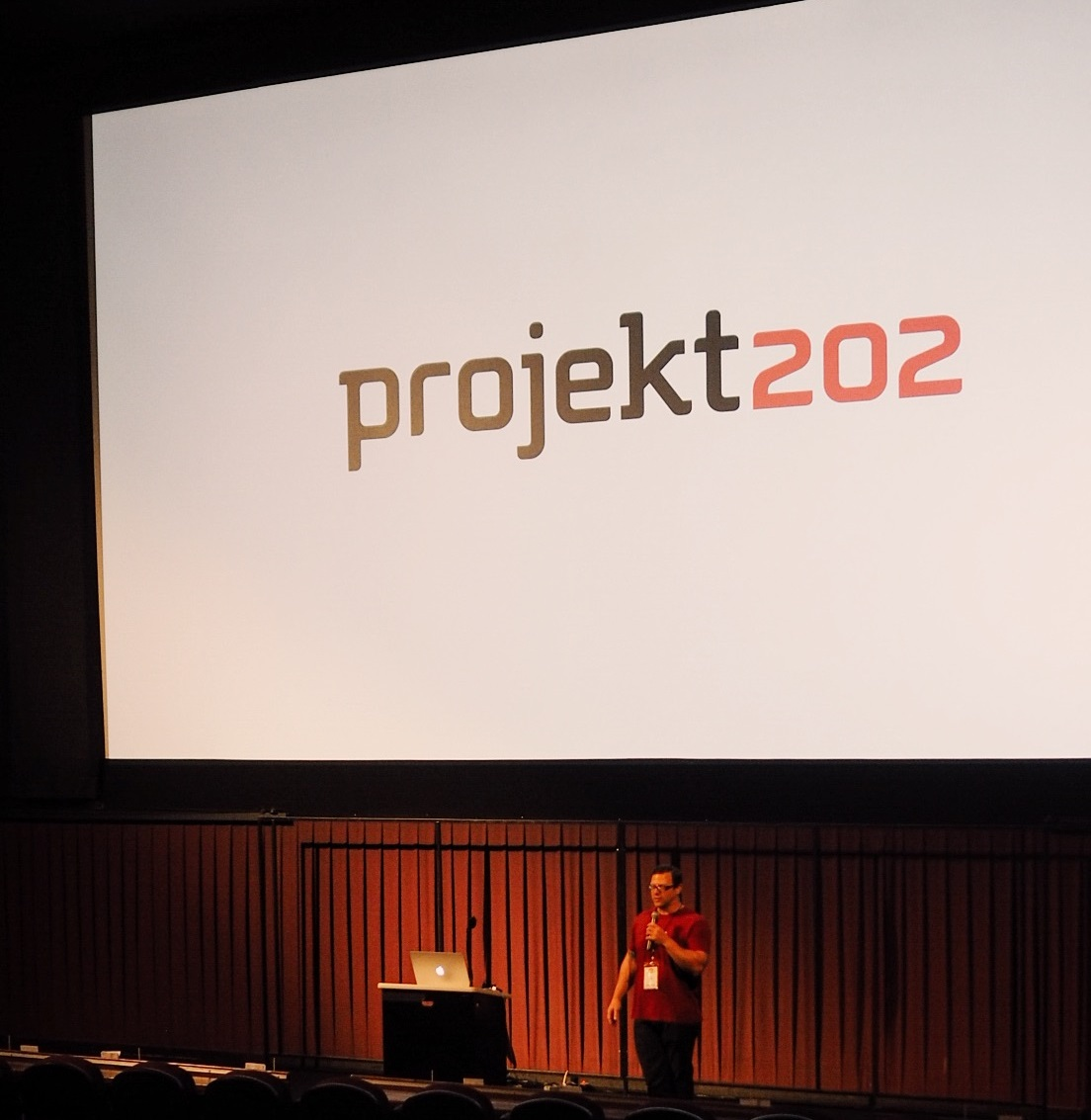projekt202's Paul Tidwell takes center stage at Front Porch Austin.