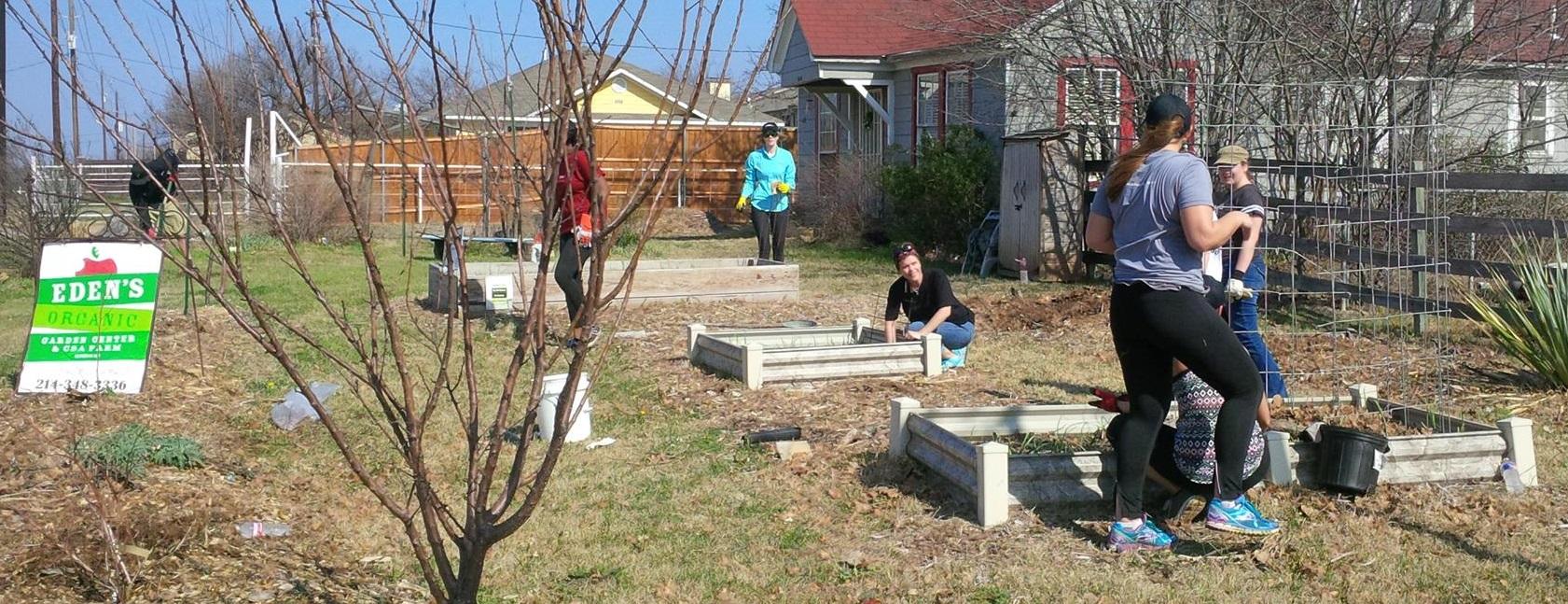 garden volunteers5.jpg