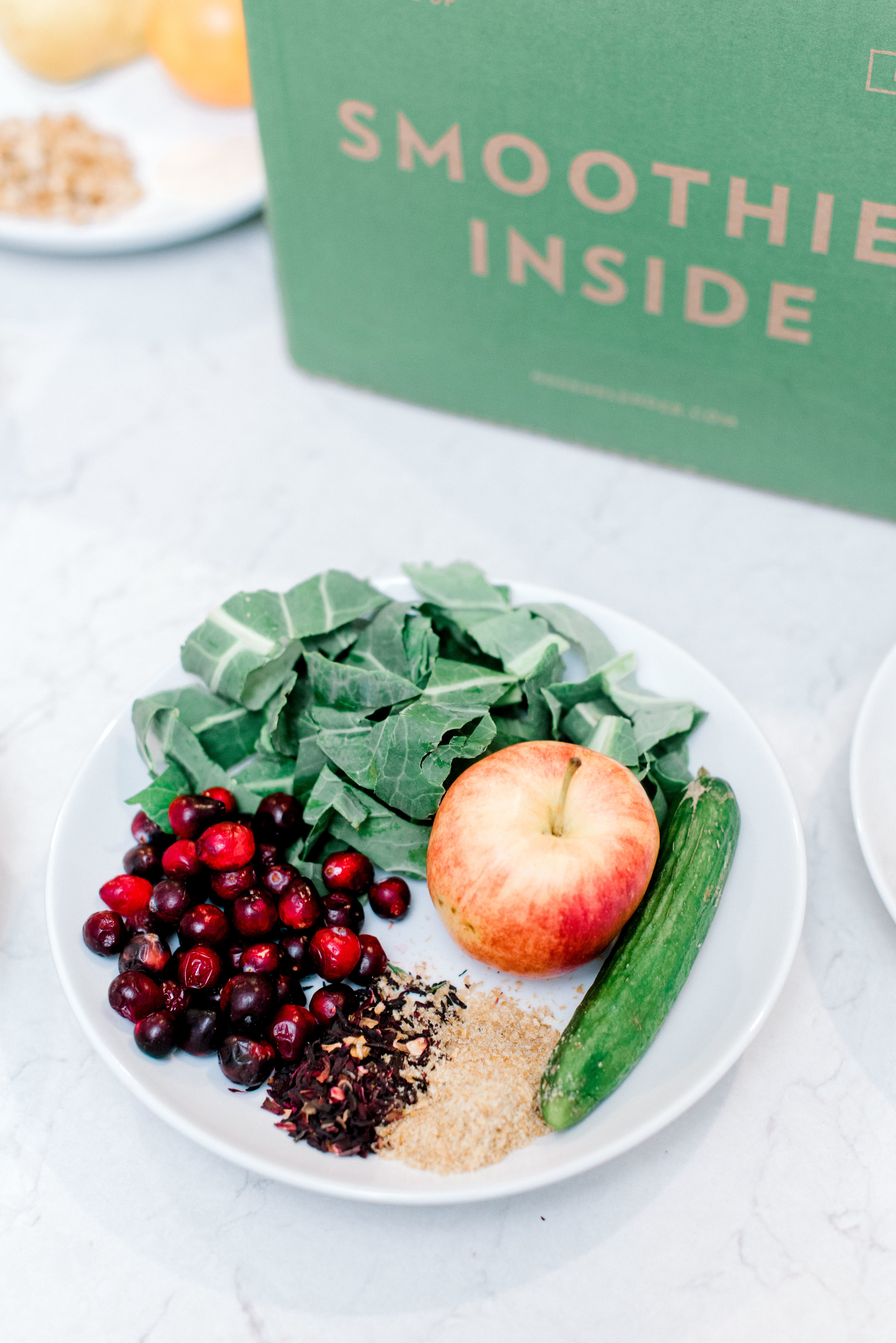 Cucumber Cranberry - 1 1/2 oz organic collard greens1 organic apple, chopped2 oz cranberries1 mini cucumber, chopped1 tbsp dried organic hibiscus1 tbsp organic flax seed1 cup water, 1 cup ice
