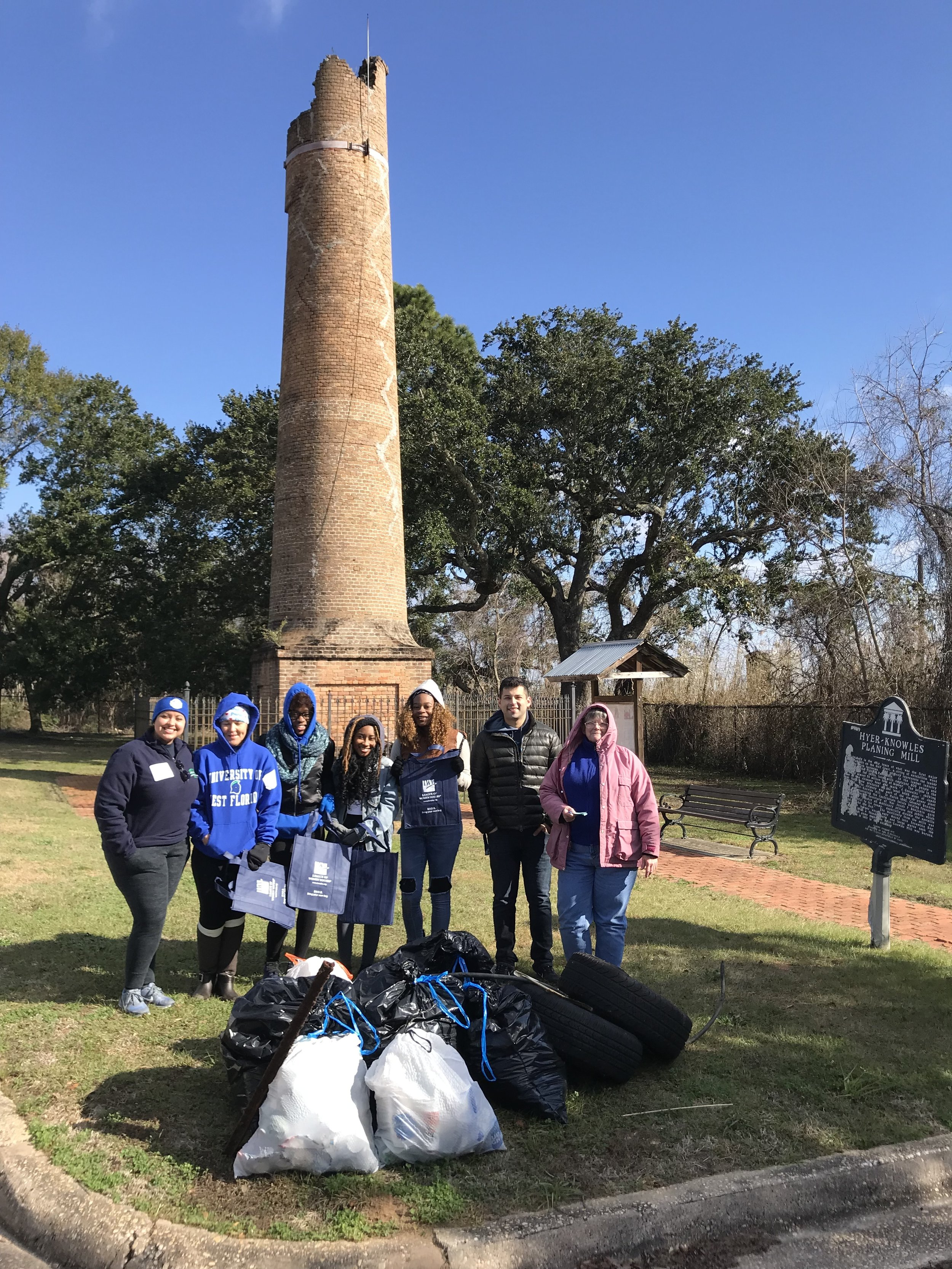 - Fourteen volunteers at Chimney Park Scenic Hwy picked up 129 lbs of trash. Thanks to U. of West Florida 6 students. League of Women Voters provided recyclable tote bags to the volunteers. Thank youA further 150 lbs was picked up by twenty volunteers at Bay Bluffs Park.Pensacola News Journal article on today's cleanup click here