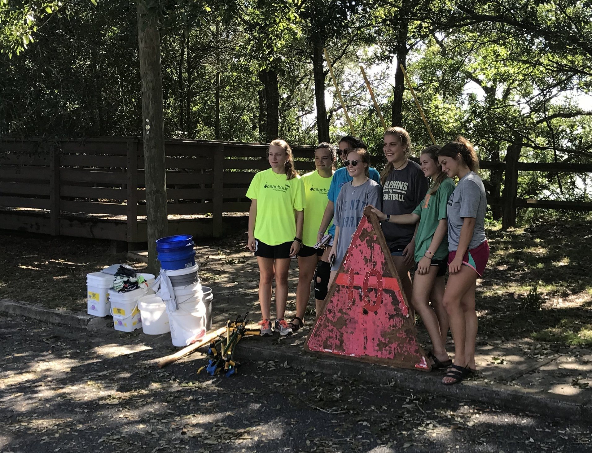 - Today's 59 volunteers worked hard to put 367 lbs of trash (a lot of styrofoam/empty bottles) into 3x13, 4x33 and 4x40 USG trash bags