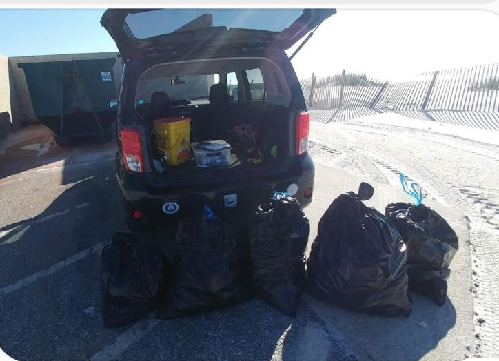 - Andy collected 143 lbs of potential marine debris at Hobo Beach