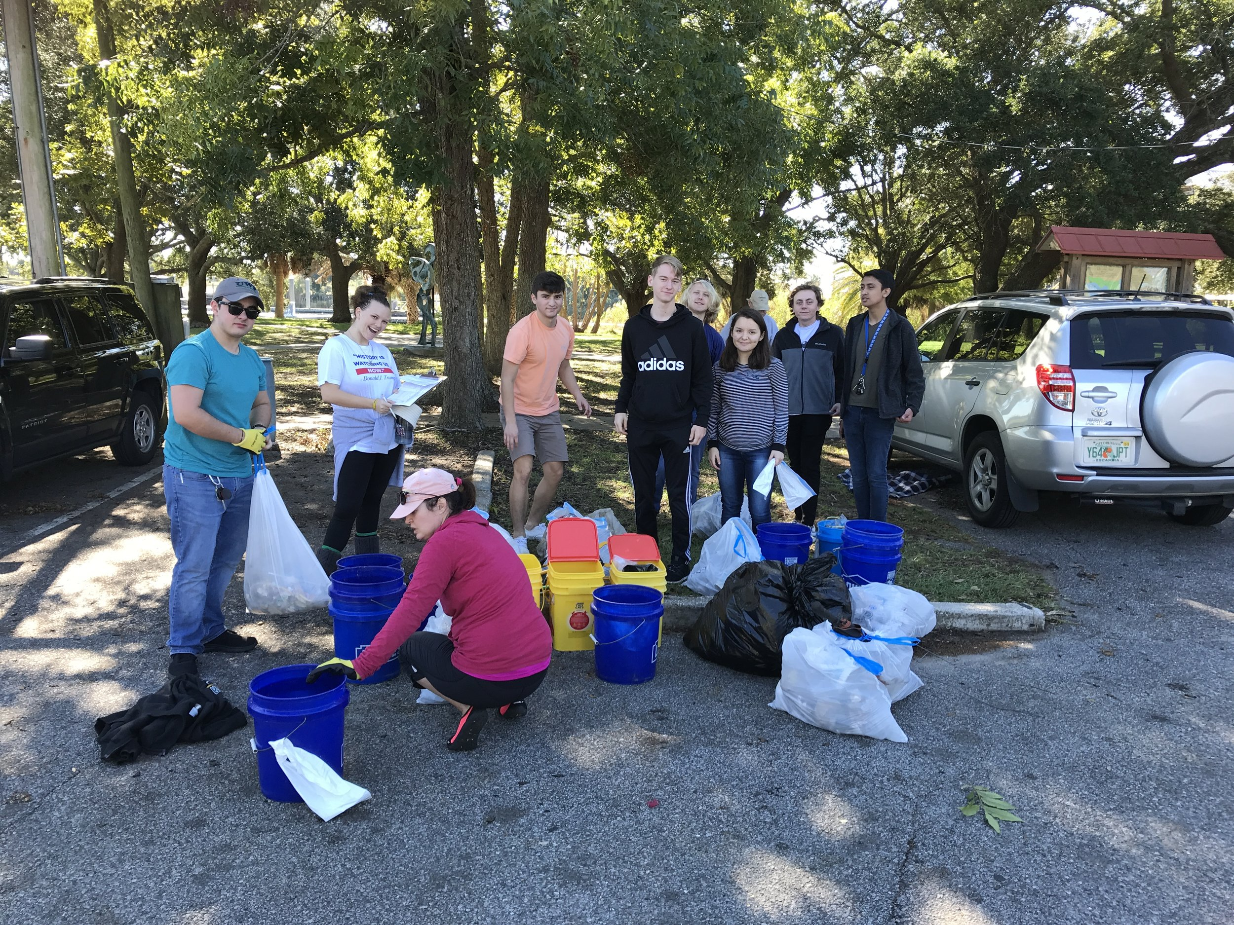 - 607 lbs was collected by a total of 44 volunteers in ONE Hour at Pensacola Visitor Center/Graffiti Bridge and Bartram Park. Thanks to several UWF and Escambia HS students for pitching in