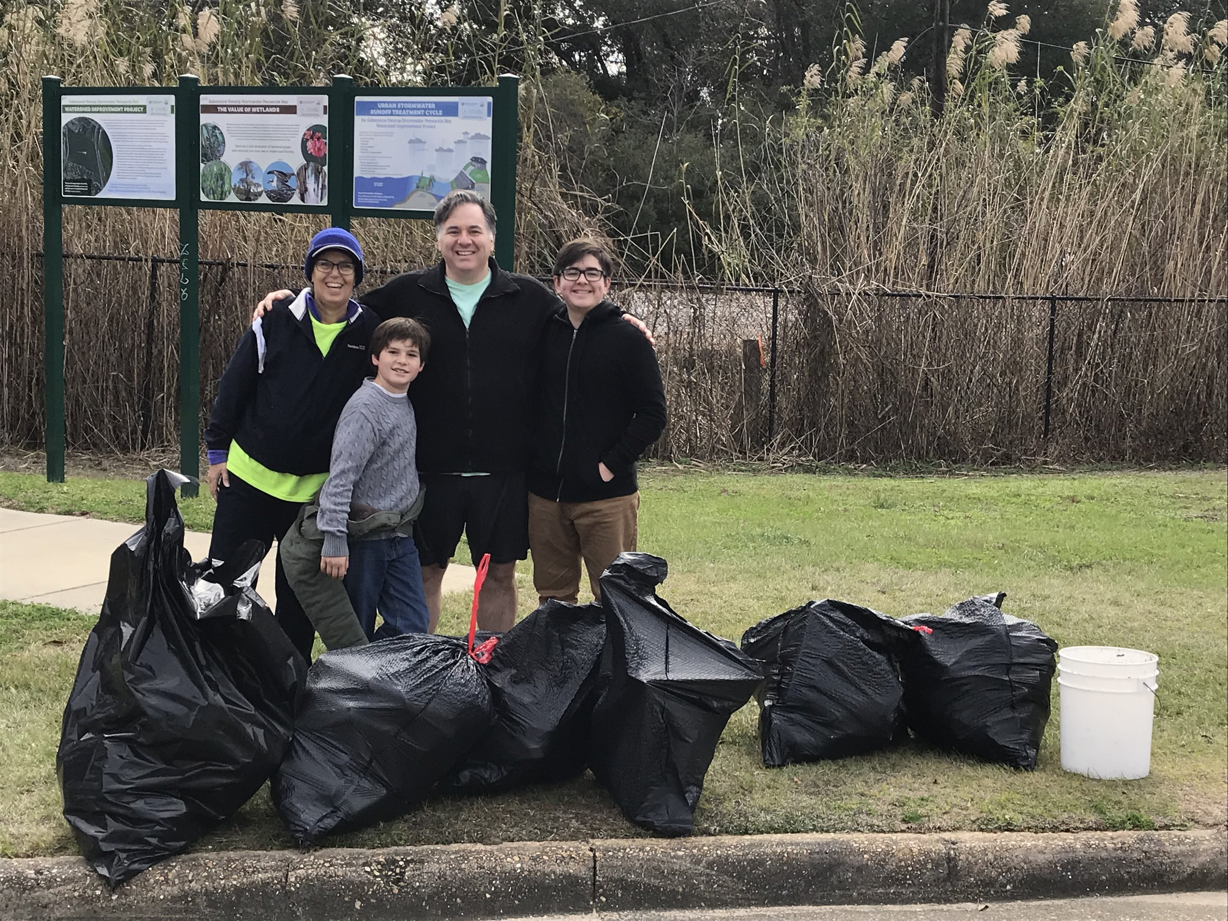 - Chimney Park 18 volunteers picked up 323 lbs of trash - a lot of adult beverage cans and water bottles. Meanwhile, at Bay Bluffs 305 lbs by 27 volunteers. Thanks to 2 people at NLO with 20 lbs