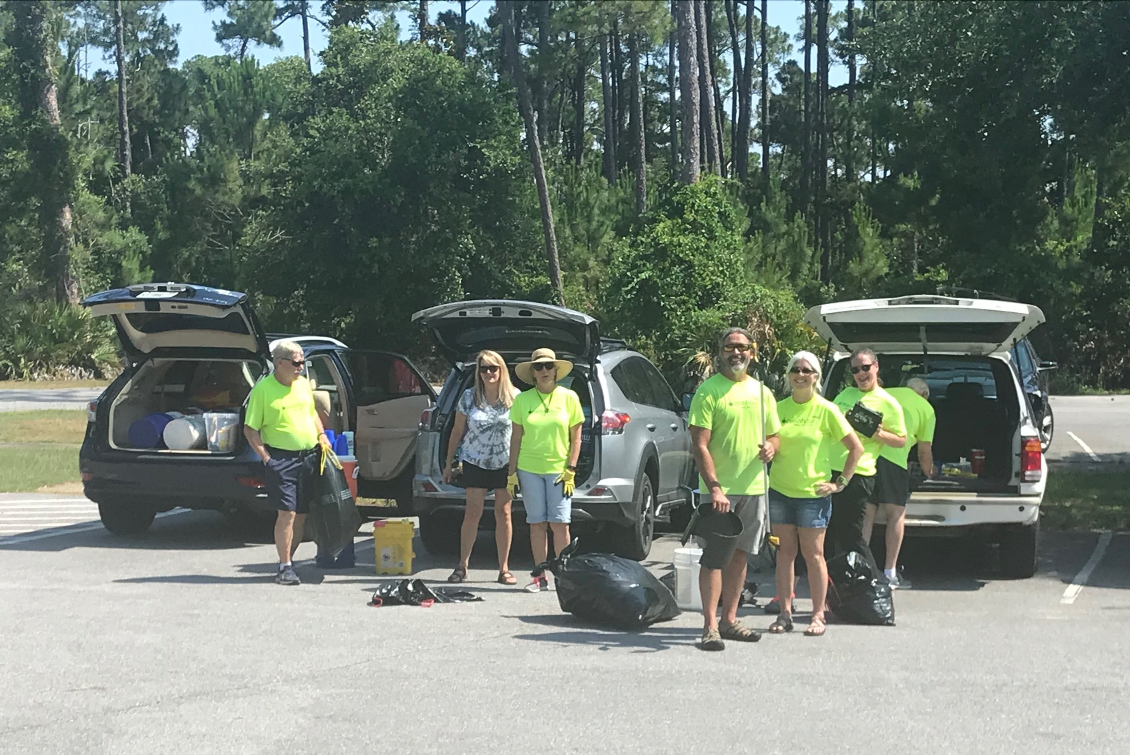- Naval Live Oaks 17 volunteers picked up 76 lbs and 21 people collected a further 62 lbs at Bob Sikes Bridge's south end at the Beach. Andy contributed another 55 lbs from the beach. This week's total was 193 lbs