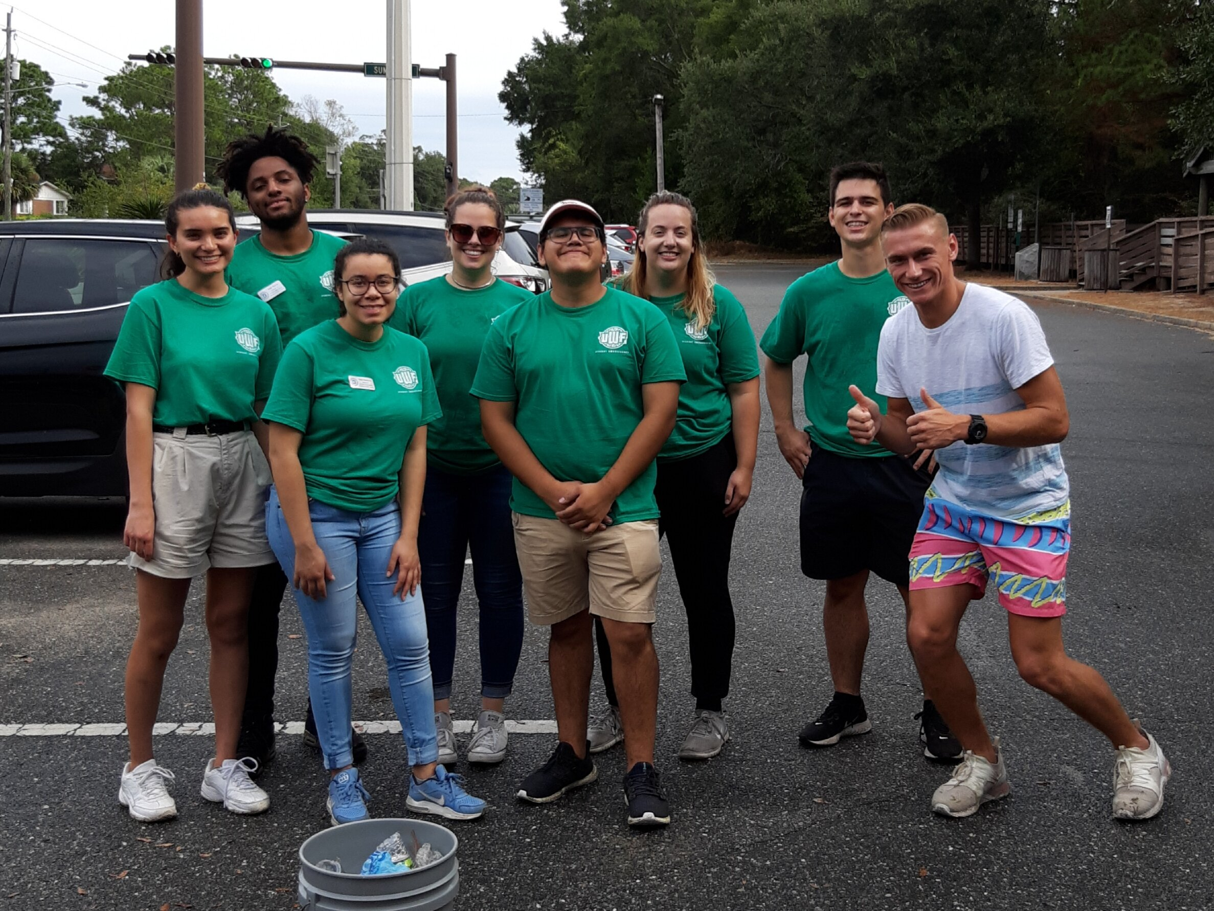 - Volunteers from UWF Student Ambassadors and Central Credit Union helped pick up 212 lbs of trash at Bay Bluffs Park. Nine more people at Chimney Park collected a furtherLast month picked up numerous plastic sleeves for Pensacola News Journals. A further 11 were found along Scenic Hwy