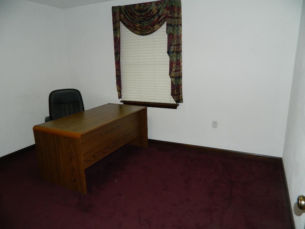 Interior of 554 Goucher Street (9).JPG