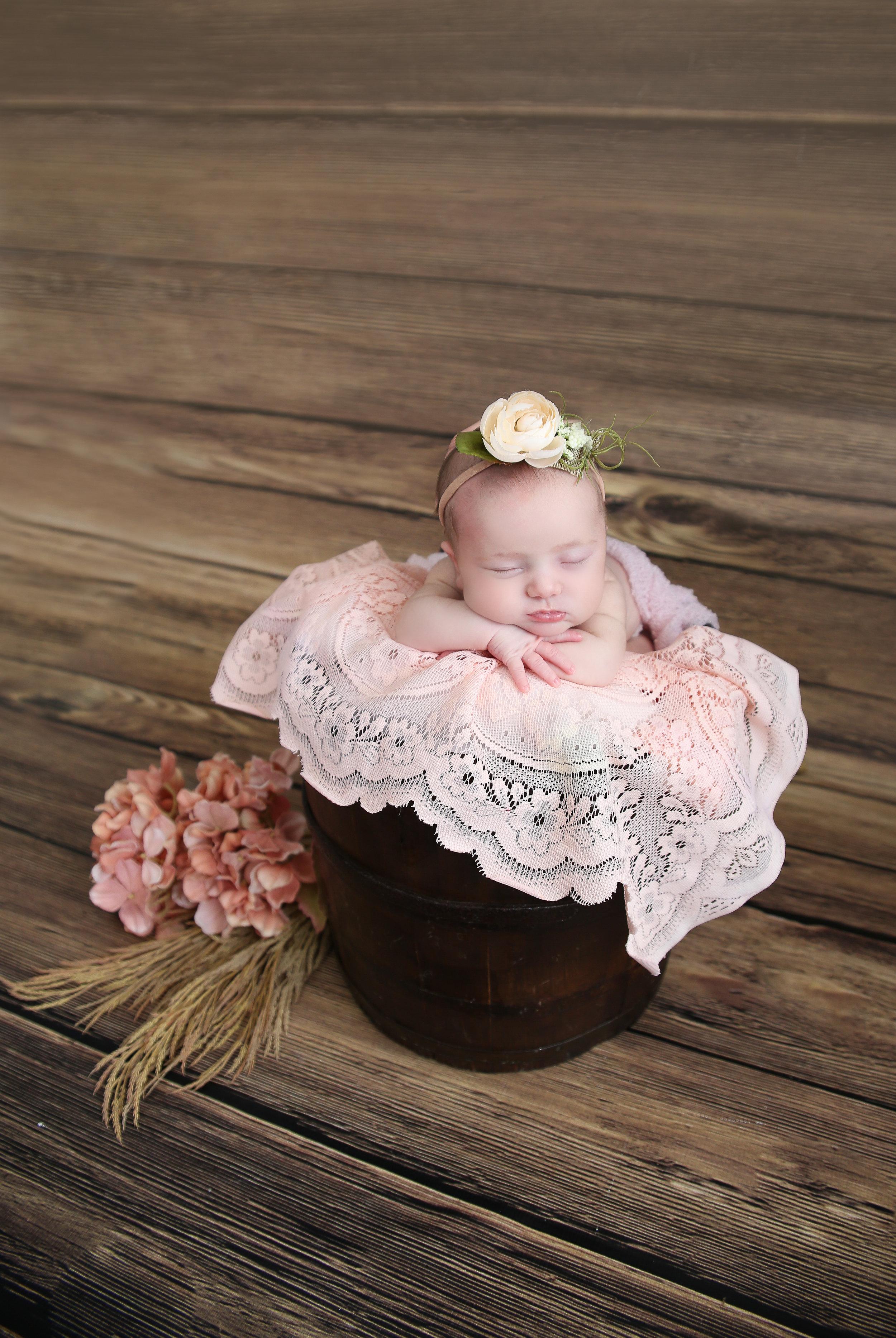 Delia Rose {Newborn!}-31.jpg
