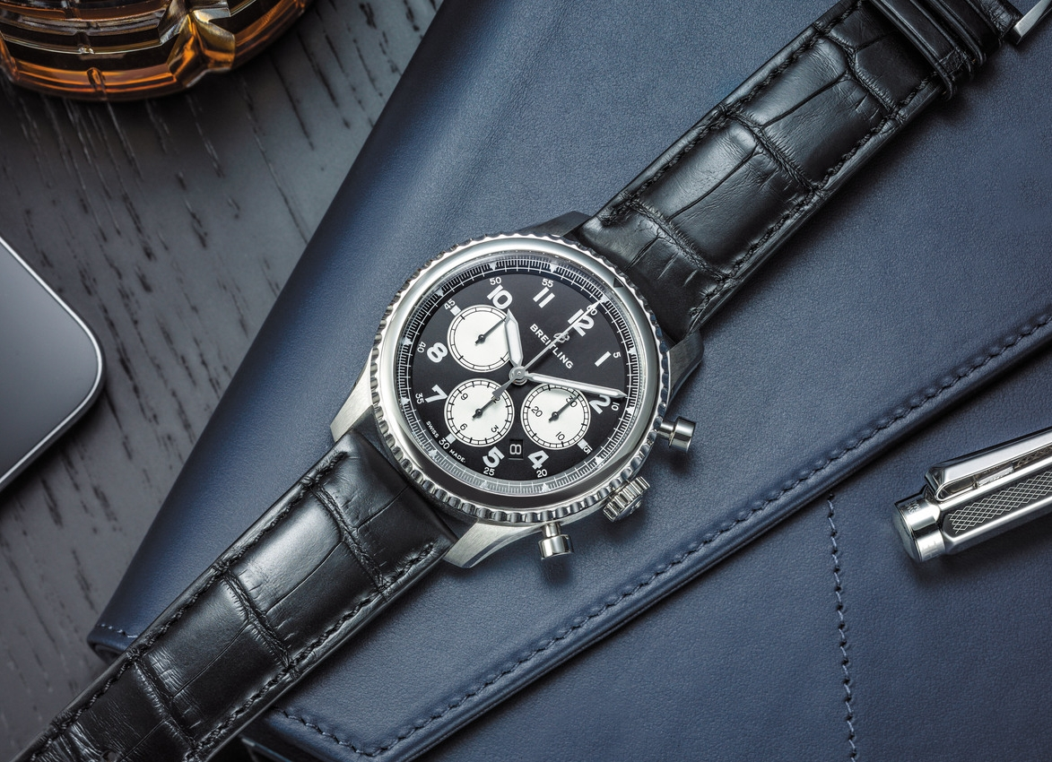 Navitimer 8 B01 Chronograph with black dial and black alligator strap_03.jpg