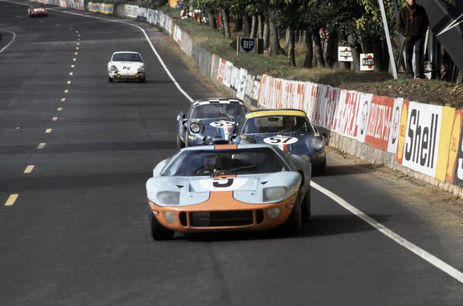 gulf-racing-gt40-1.jpg